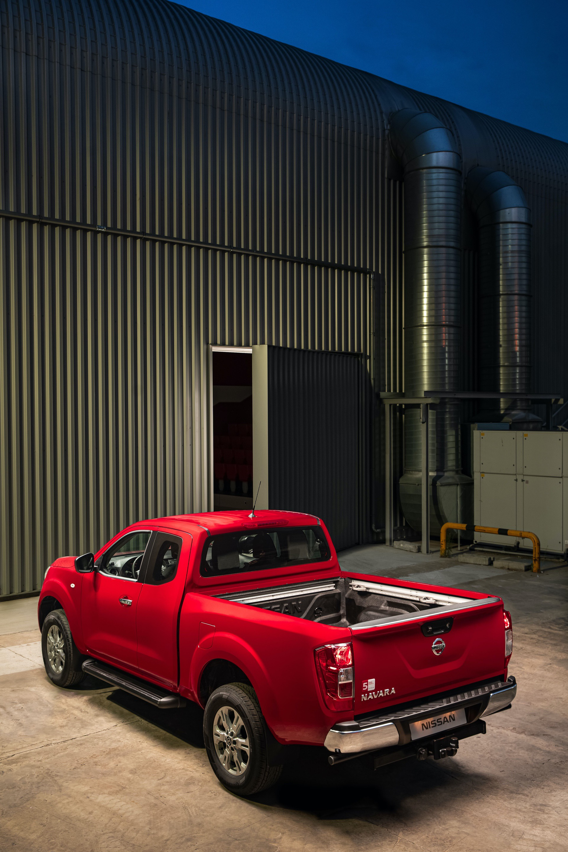 Nissan-Navara-King-Cab-Load-area