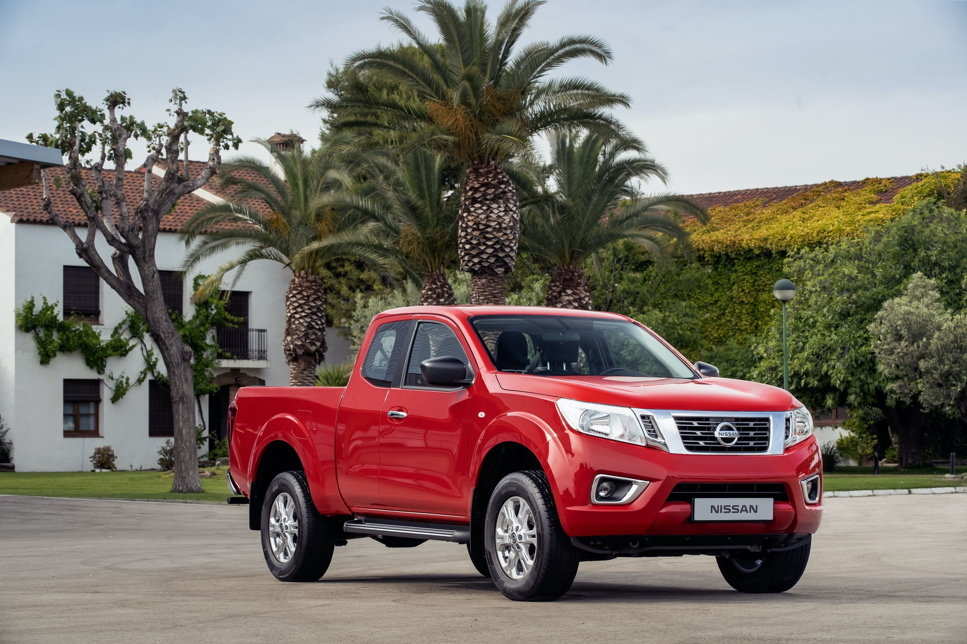 Nissan-Navara-King-Cab-Red-Front
