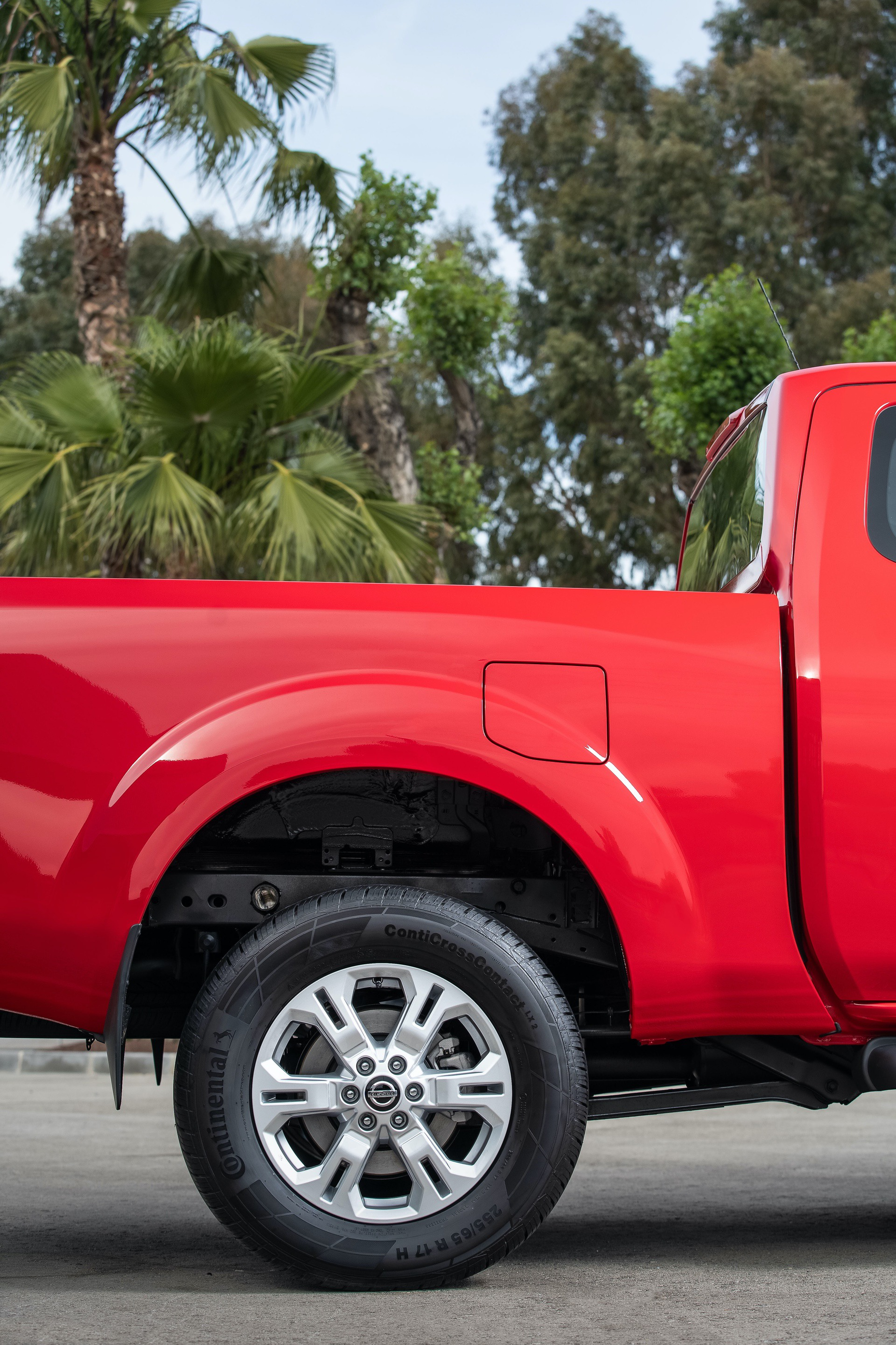 Nissan-Navara-King-Cab-Red-Rear-wheels-2