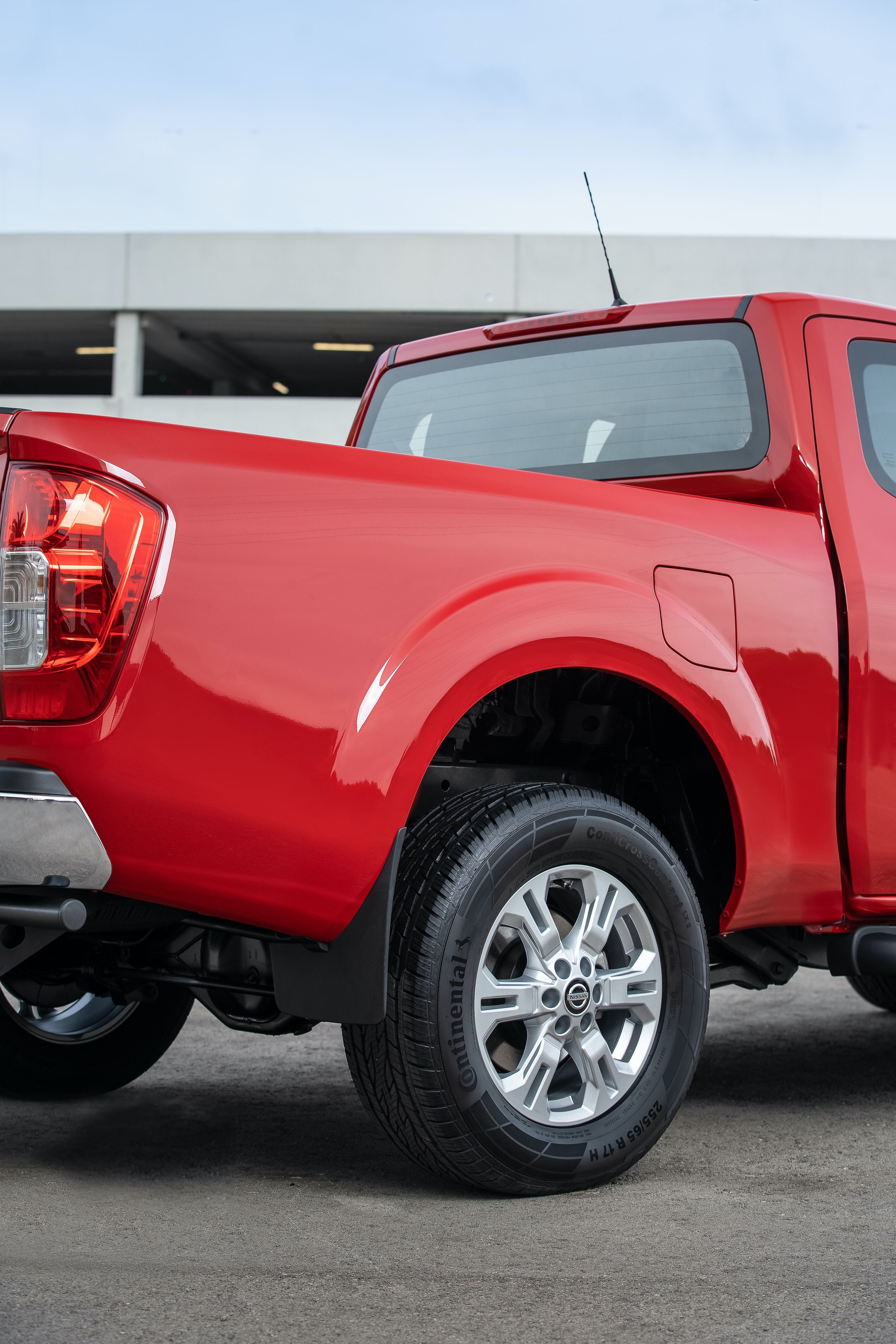 Nissan-Navara-King-Cab-Red-Rear-wheels