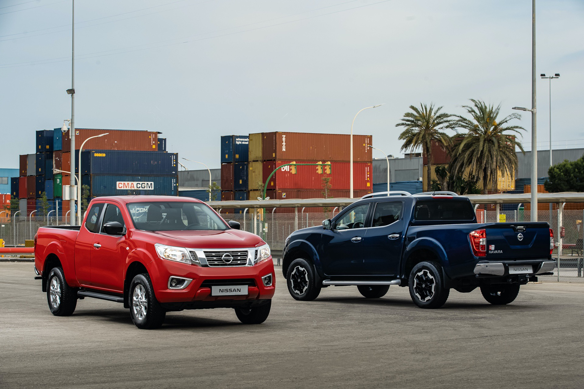 Nissan-Navara-King-Cab-Red-and-Double-Cab-Blue