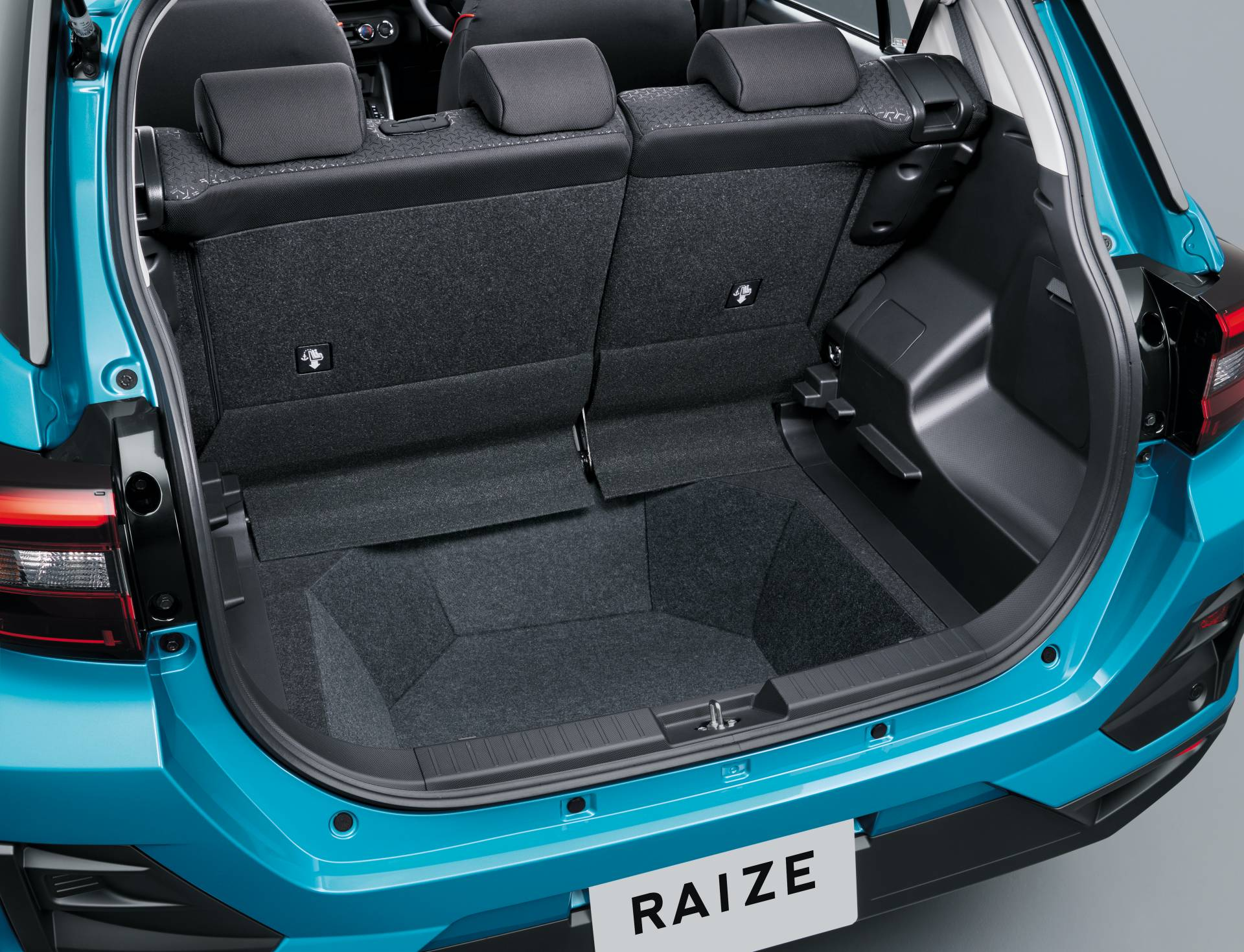 2020_Toyota_Raize_0012