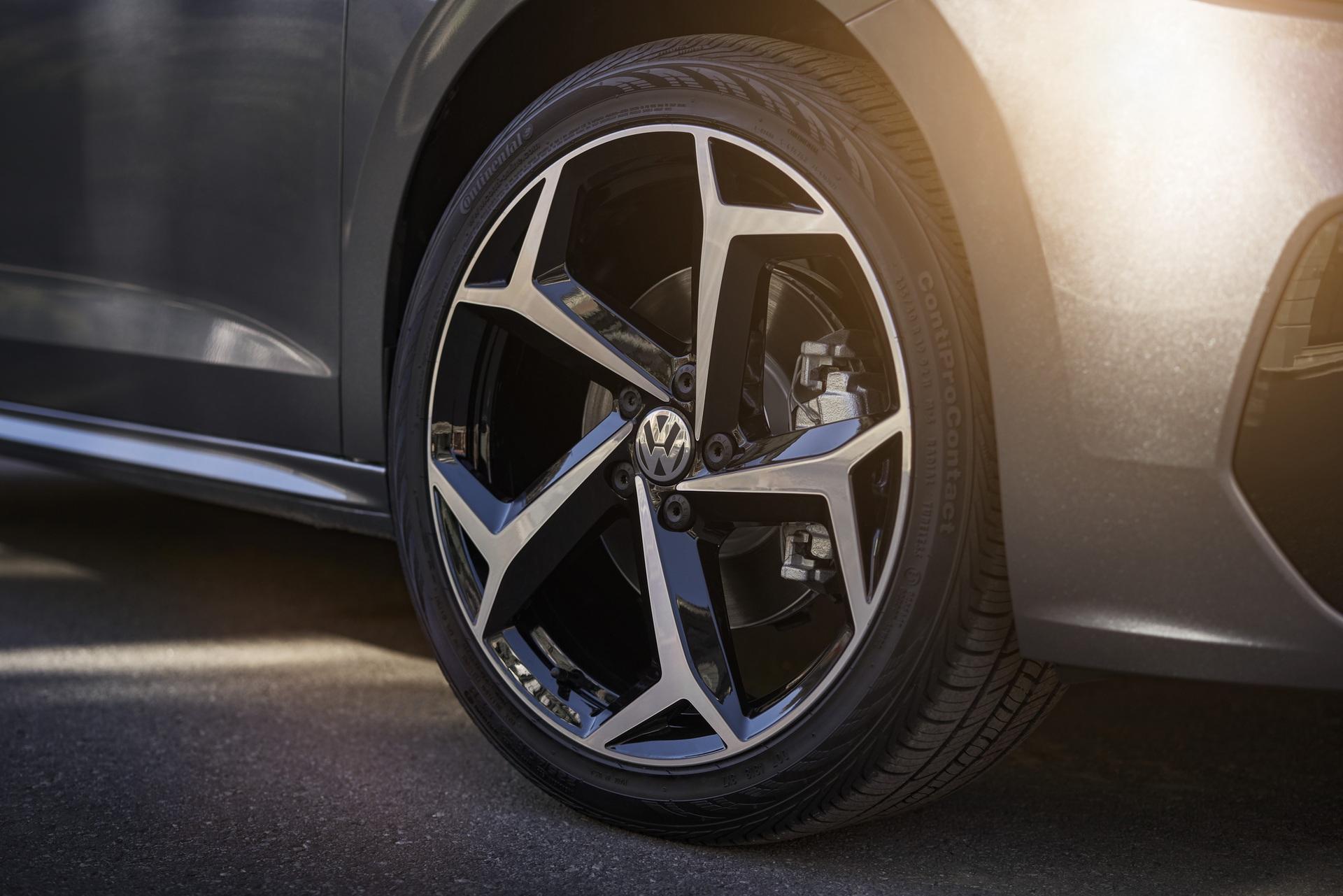 2020_VW_Passat_0010