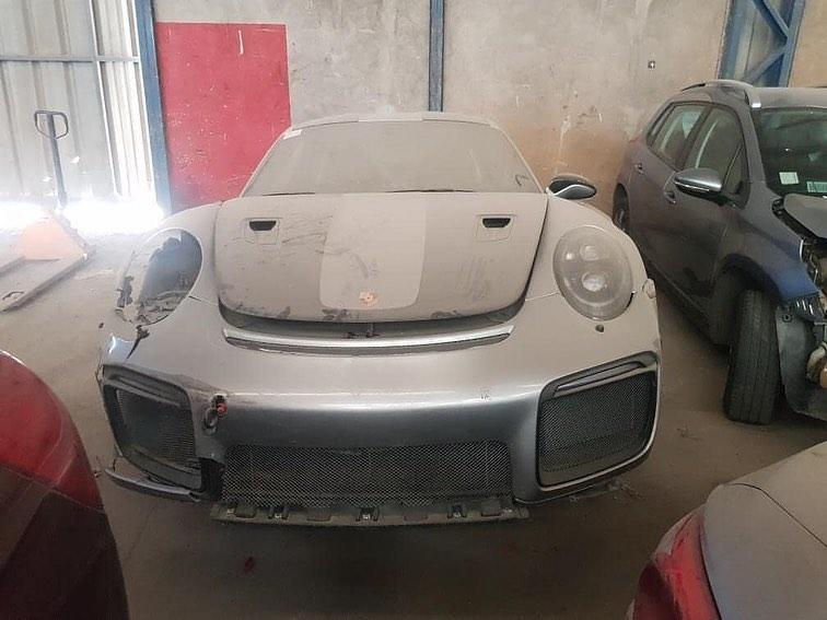 Abandoned_Porsche_911_GT2_RS_0001
