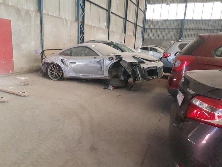 Abandoned_Porsche_911_GT2_RS_0006