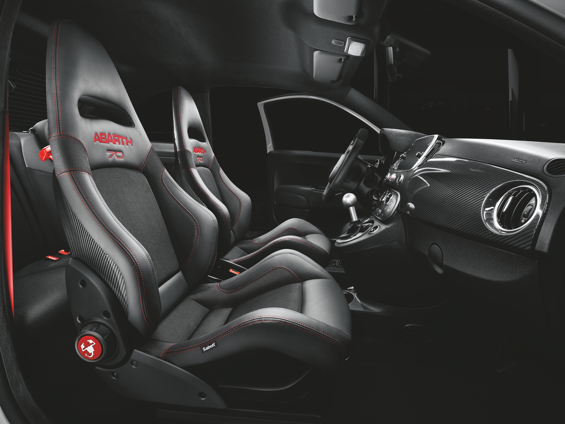 190225_Abarth_Abarth_595_esseesse_Sabelt_70_Racing_carbon_seats