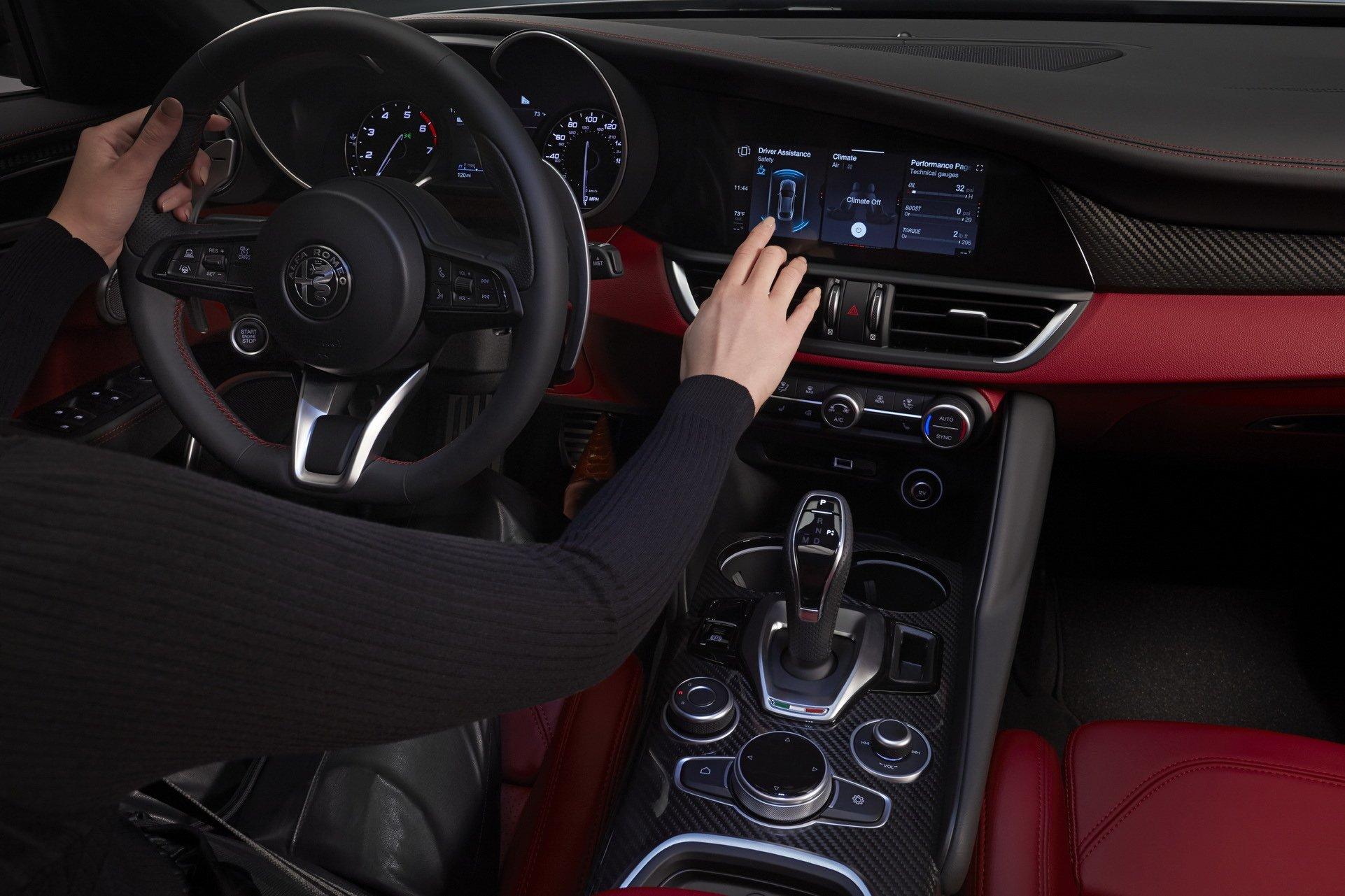 2020-Alfa-Romeo-Giulia-2