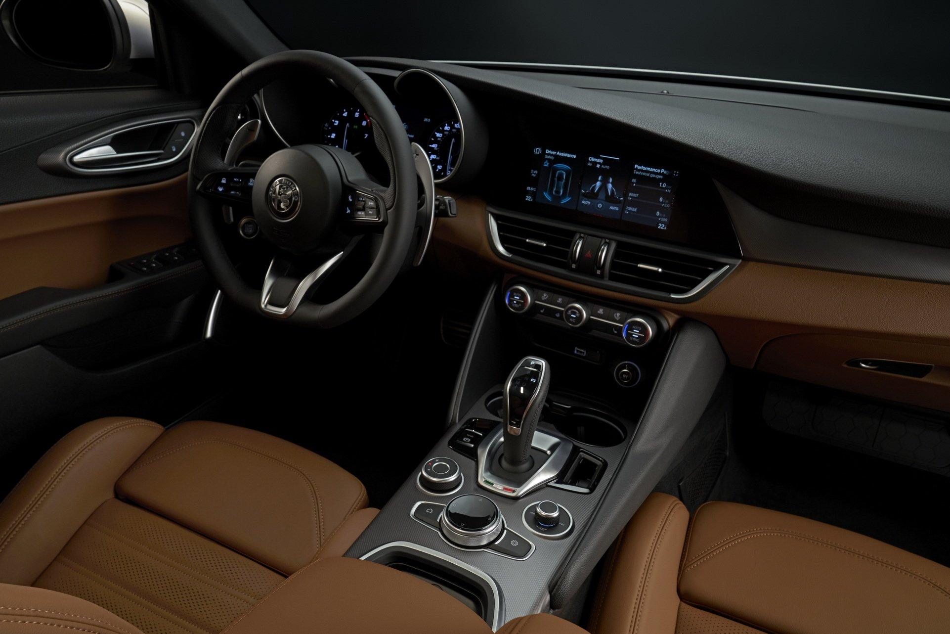 2020-Alfa-Romeo-Giulia-6