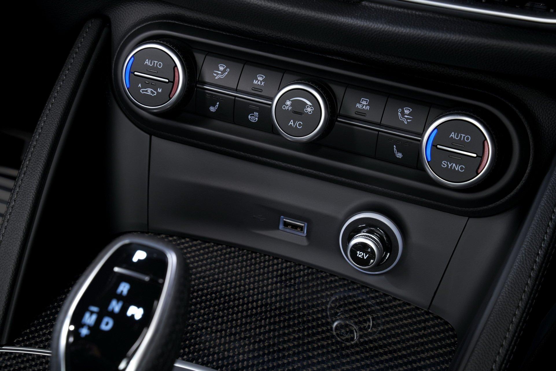2020-Alfa-Romeo-STelvio-12