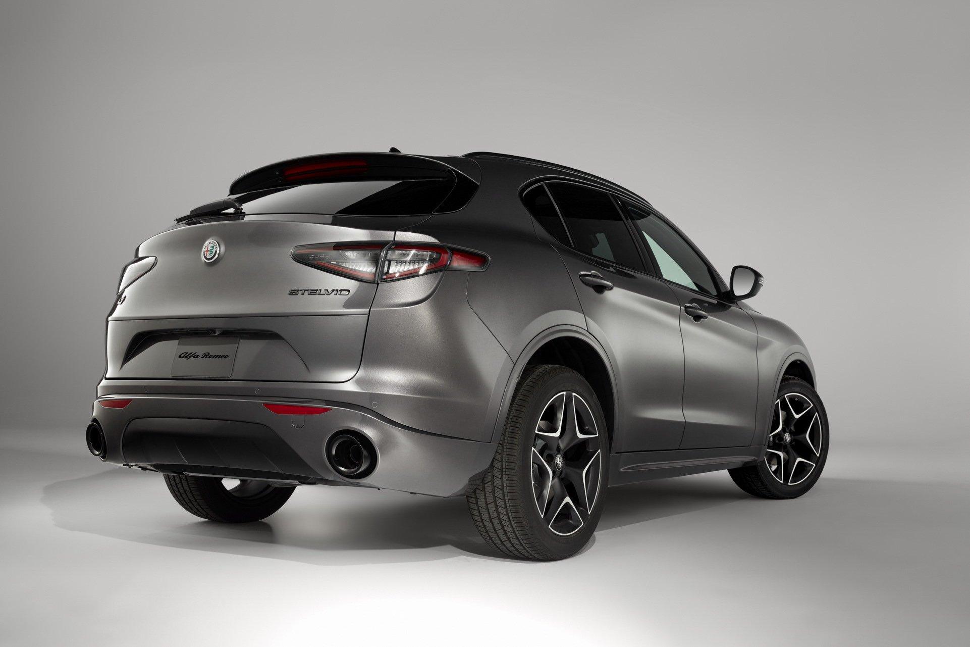2020-Alfa-Romeo-STelvio-2