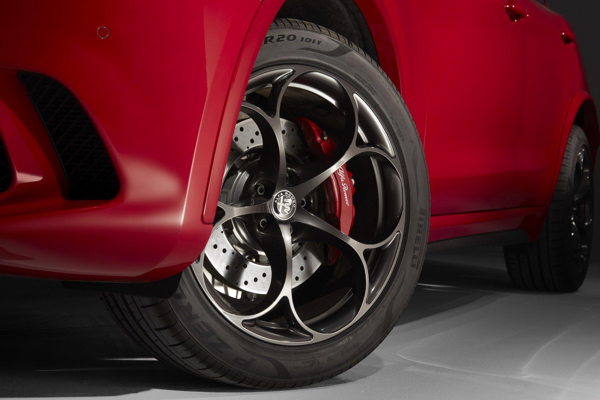2020-Alfa-Romeo-STelvio-4