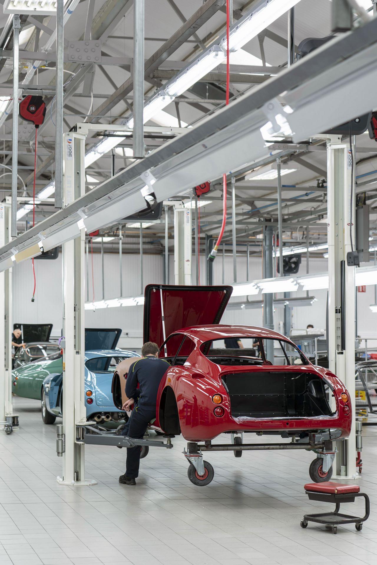 Aston-Martin-DB4-GT-Zagato-Continuation-first-delivery-20