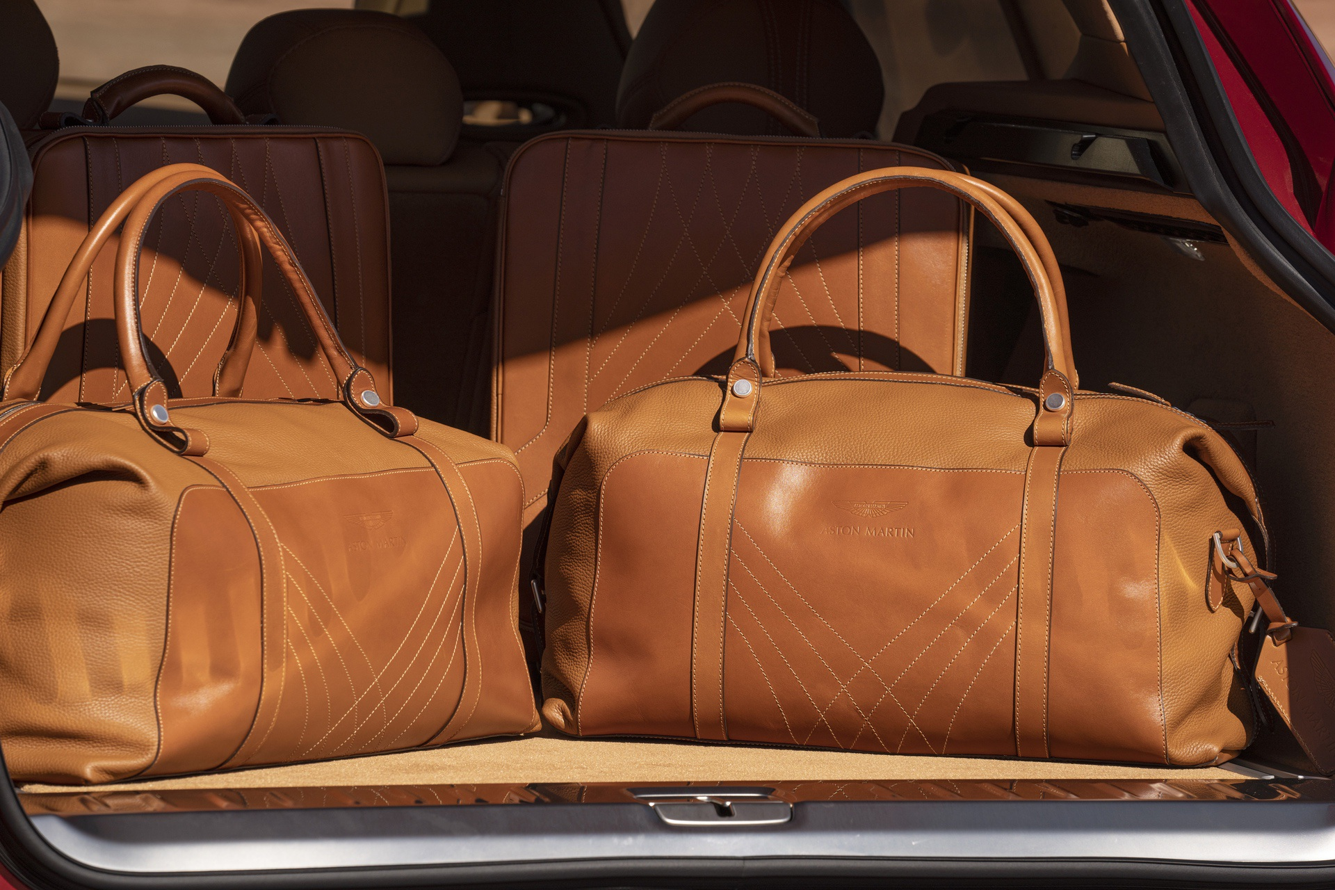 Aston-Martin-DBX-Luggage-Set