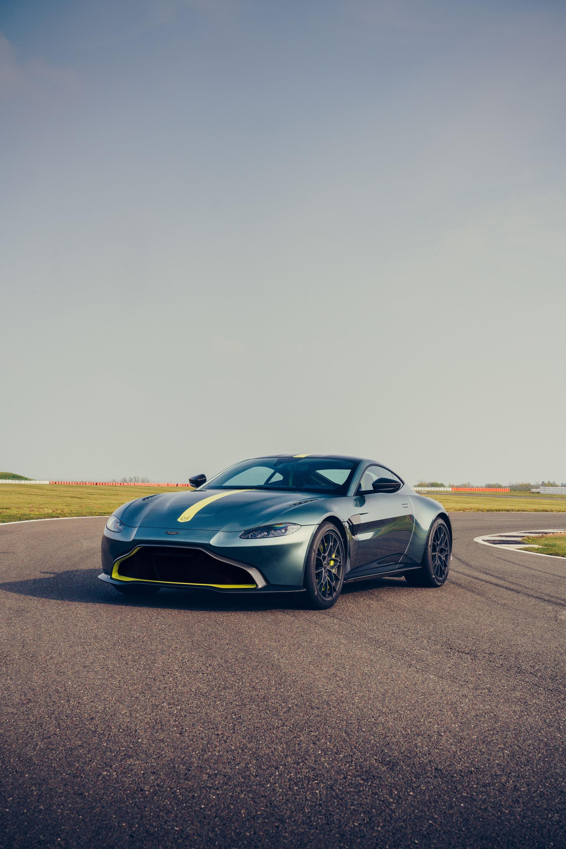 Aston_Martin_Vantage_AMR_0004