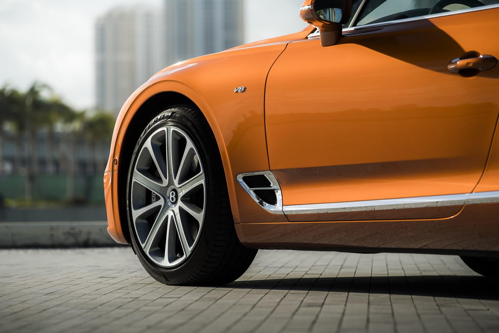 Bentley Continental V8  Photo: James Lipman / jameslipman.com