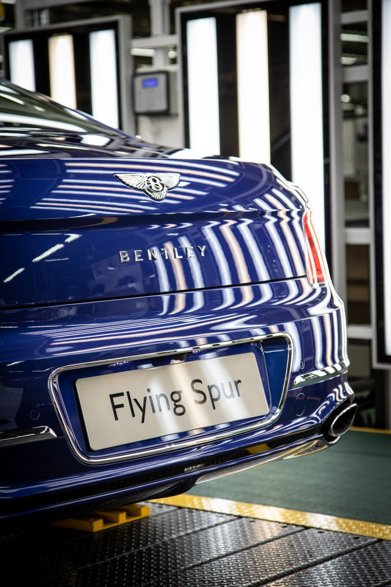 Bentley-Starts-Production-Flying-Spur-12