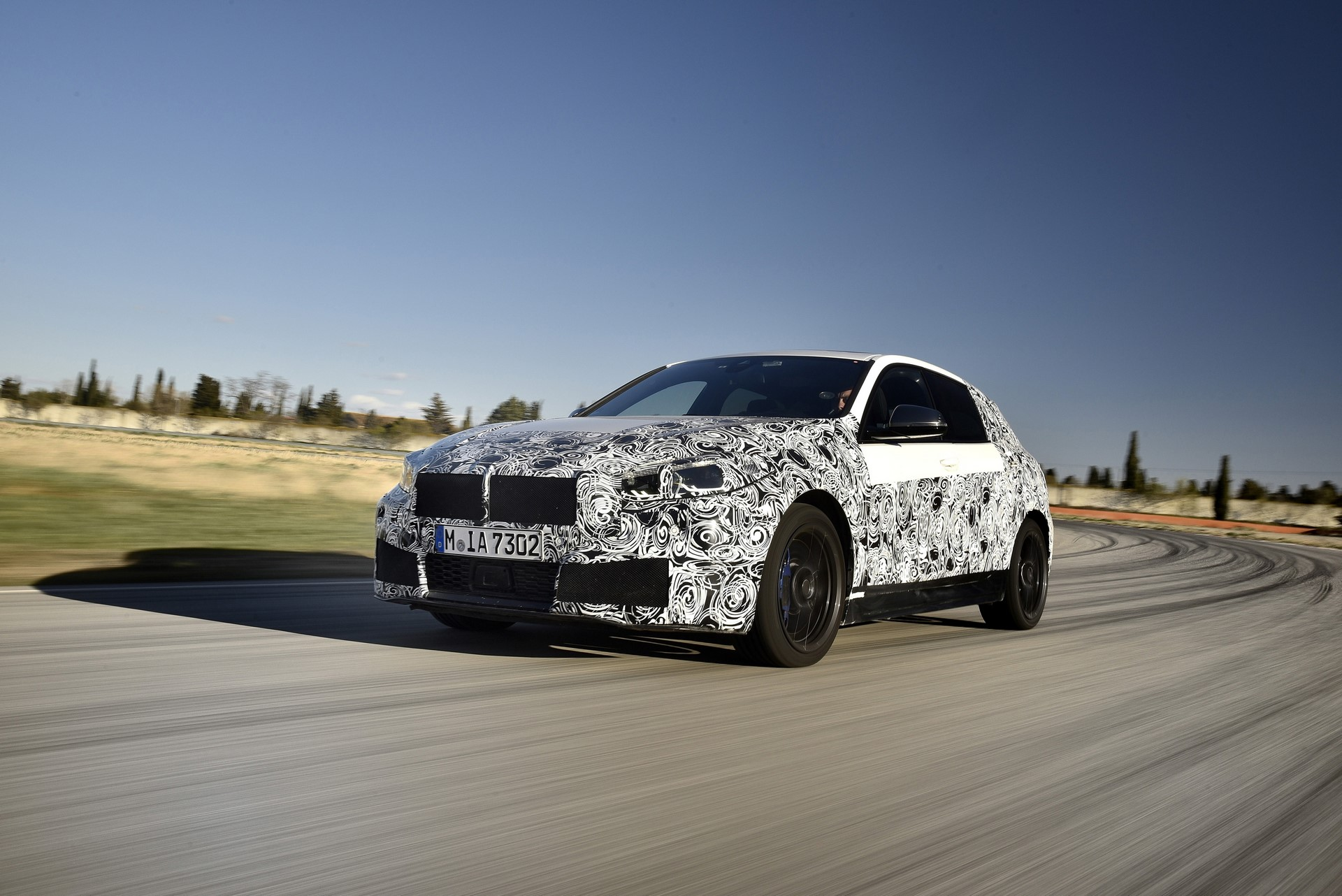 BMW 1-Series 2020 official spy photos (1)