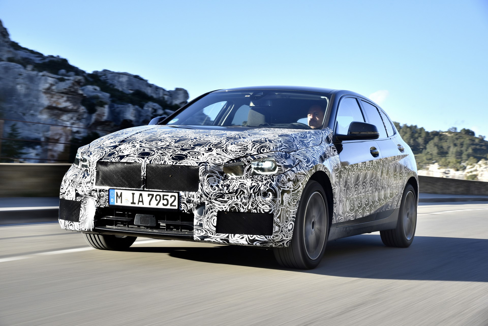 BMW 1-Series 2020 official spy photos (11)
