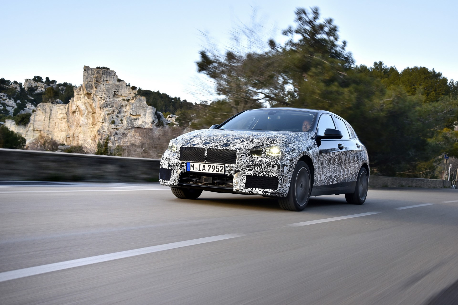BMW 1-Series 2020 official spy photos (12)