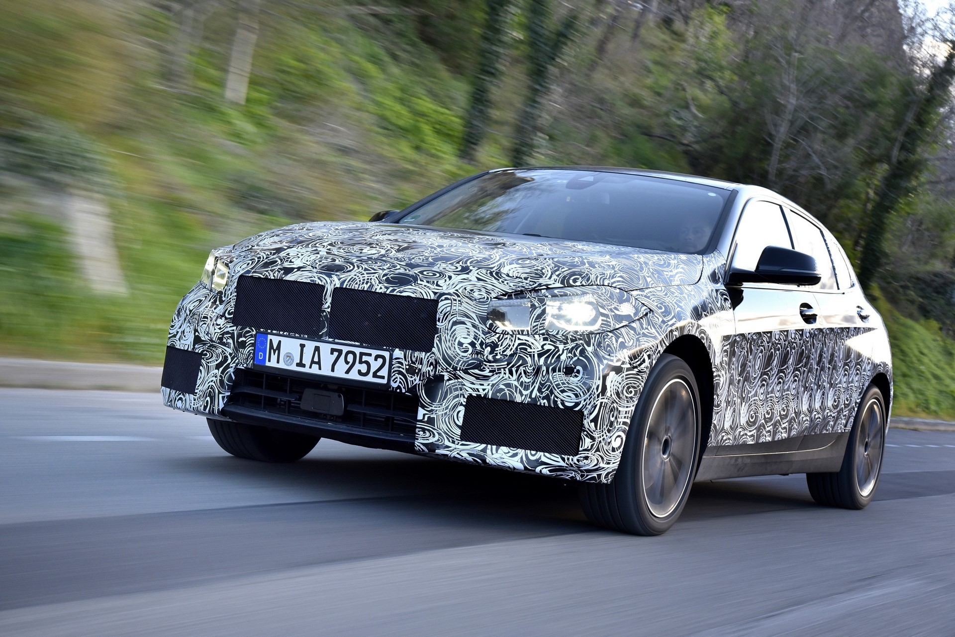 BMW 1-Series 2020 official spy photos (13)