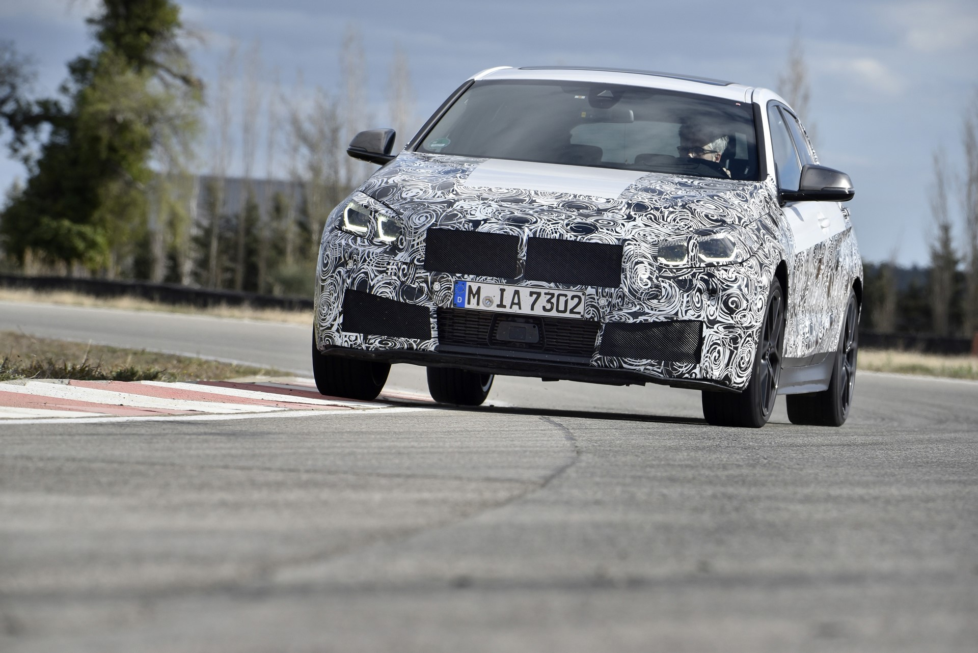 BMW 1-Series 2020 official spy photos (23)