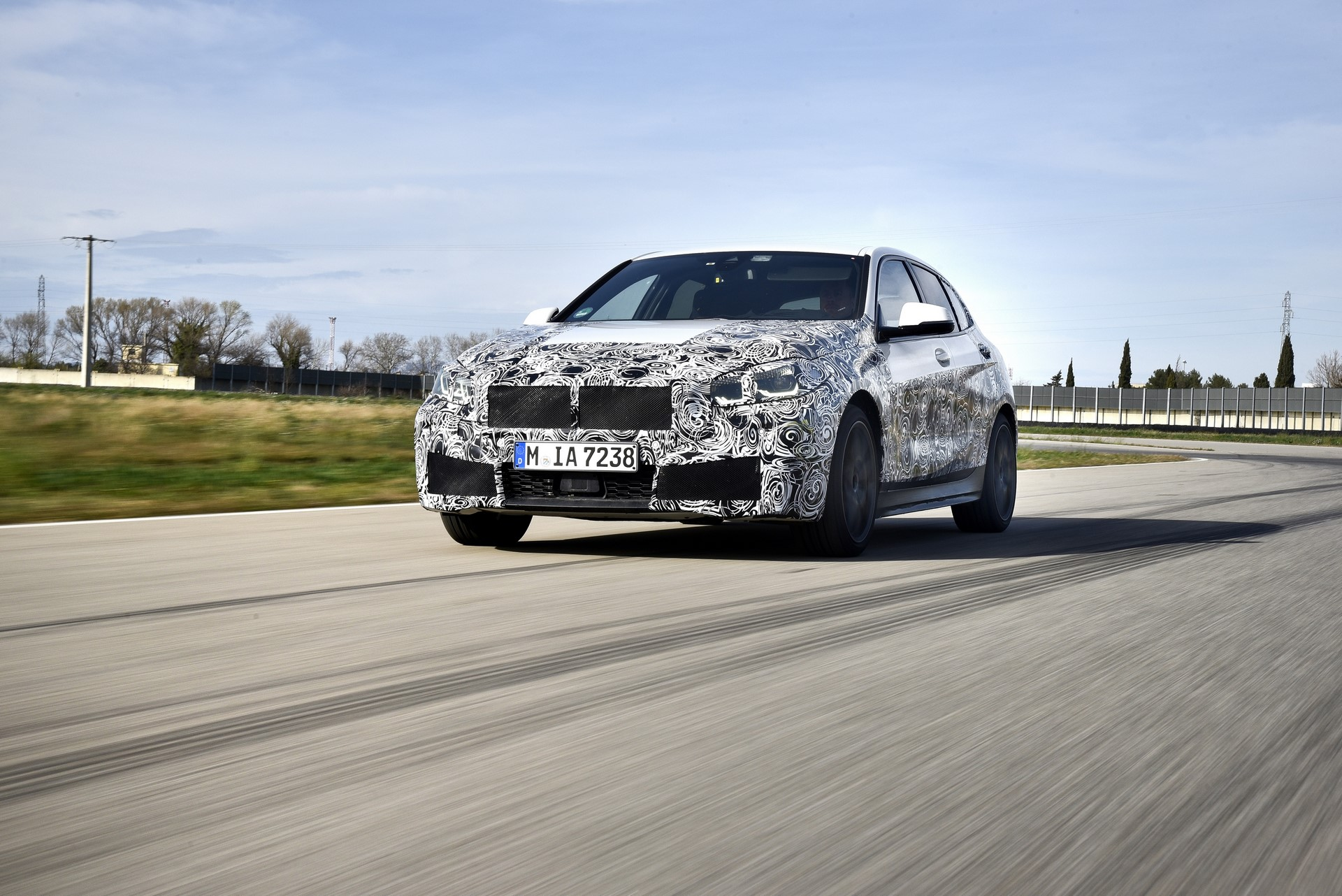 BMW 1-Series 2020 official spy photos (7)