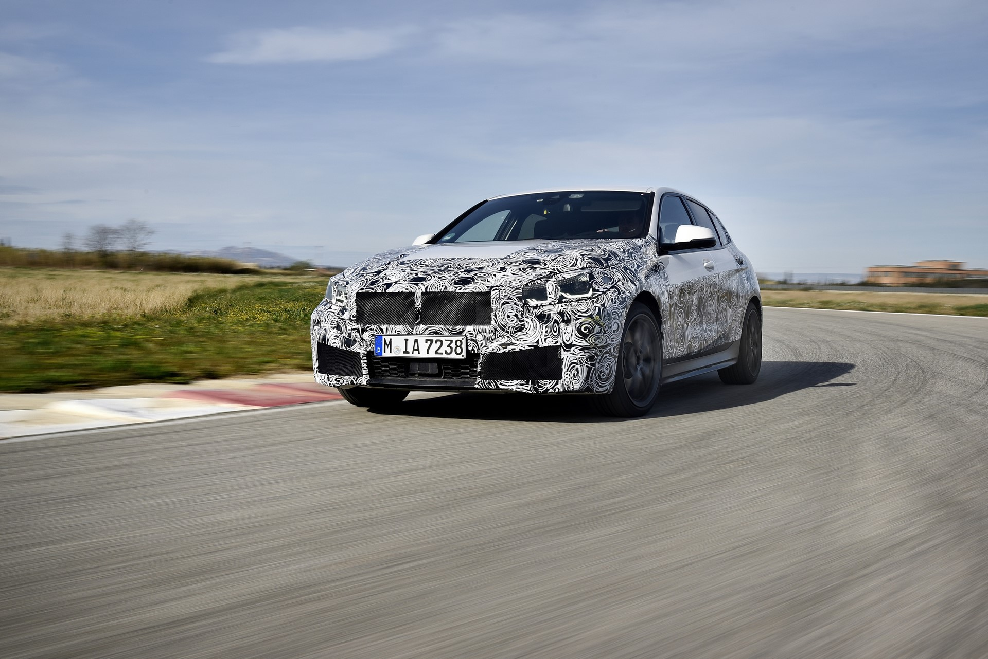 BMW 1-Series 2020 official spy photos (8)