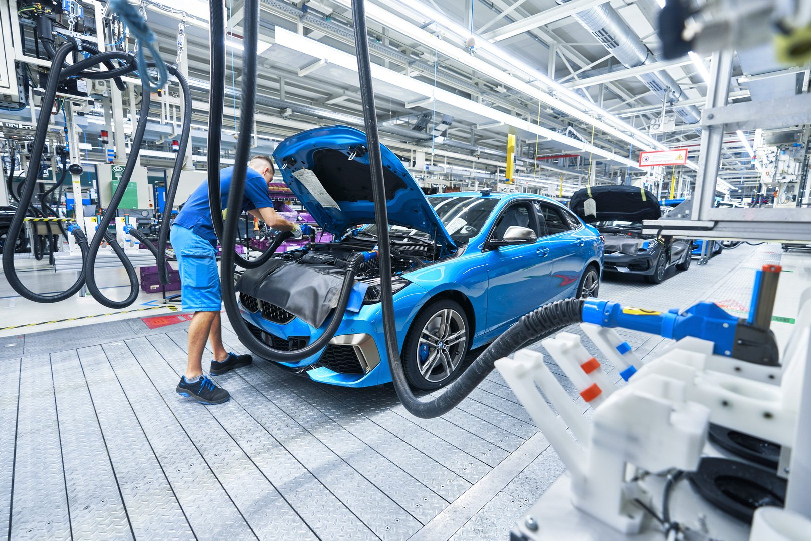2020-bmw-2-series-gran-coupe-production-leipzig-12