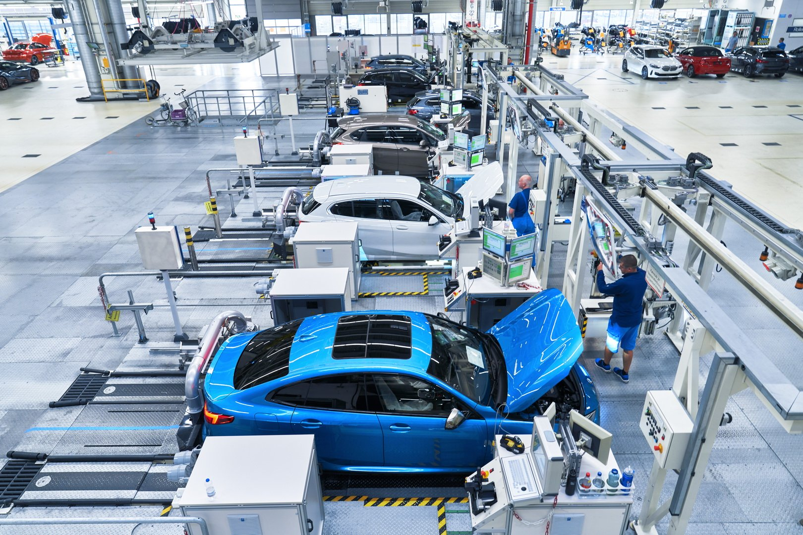 2020-bmw-2-series-gran-coupe-production-leipzig-13