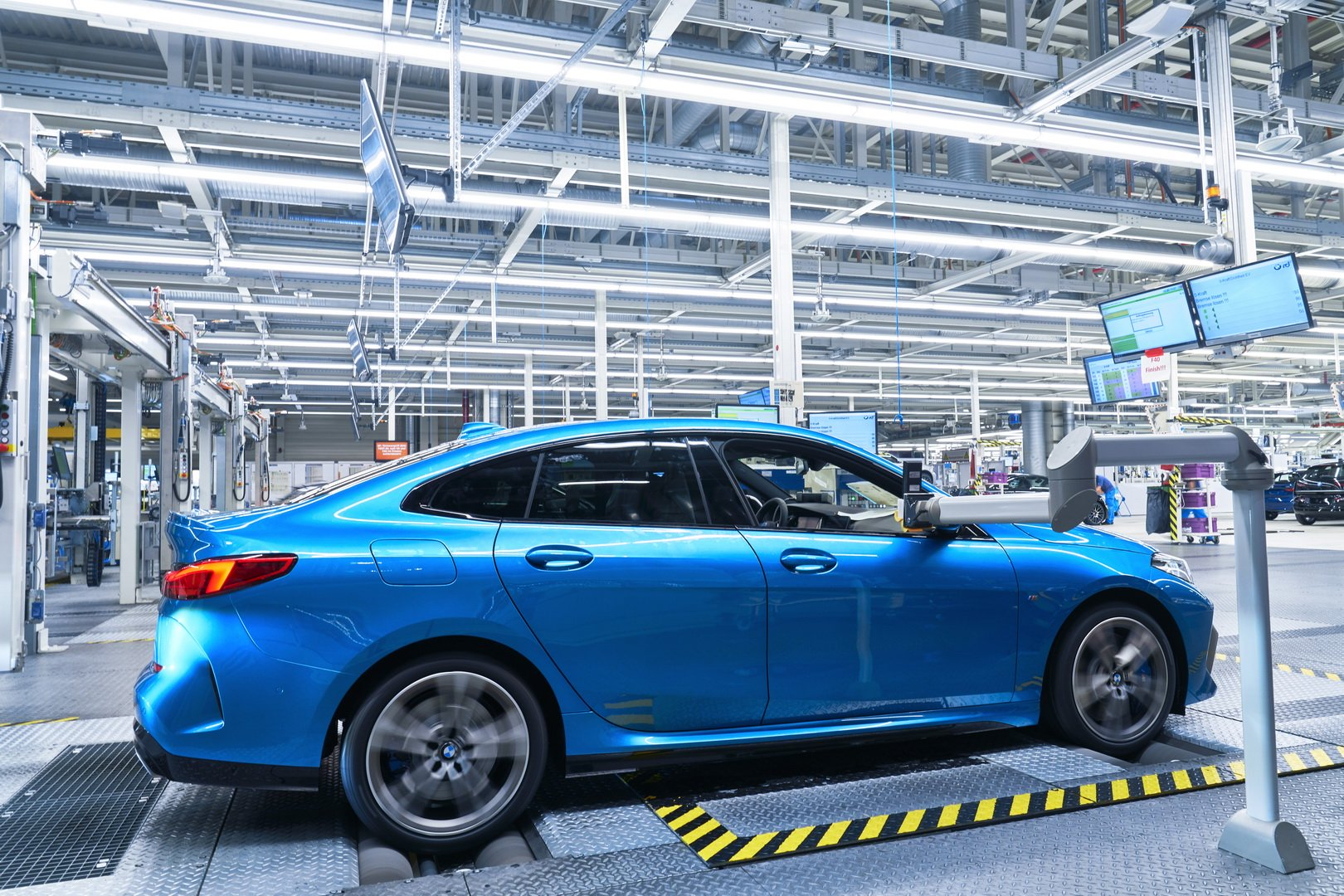 2020-bmw-2-series-gran-coupe-production-leipzig-15