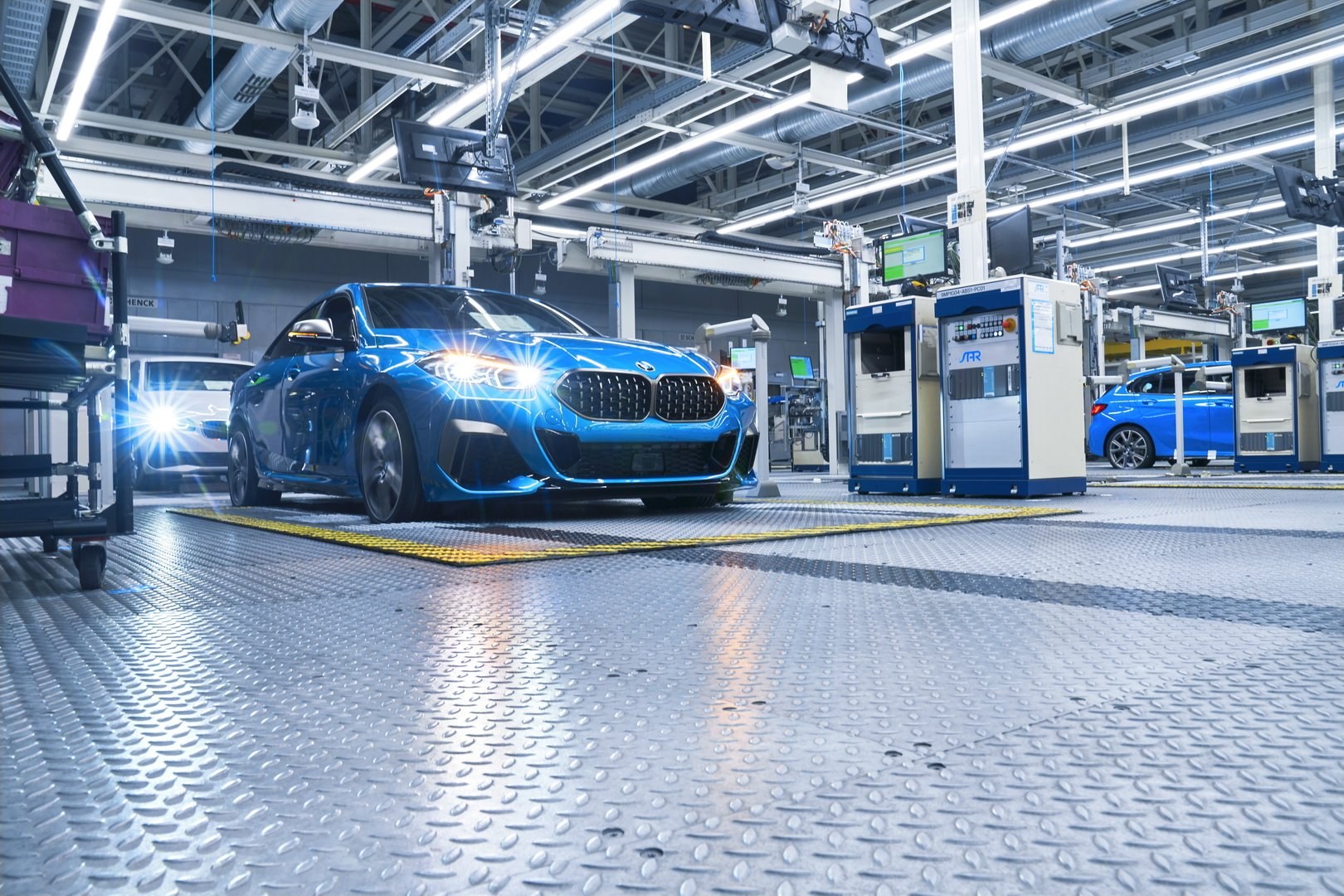 2020-bmw-2-series-gran-coupe-production-leipzig-16