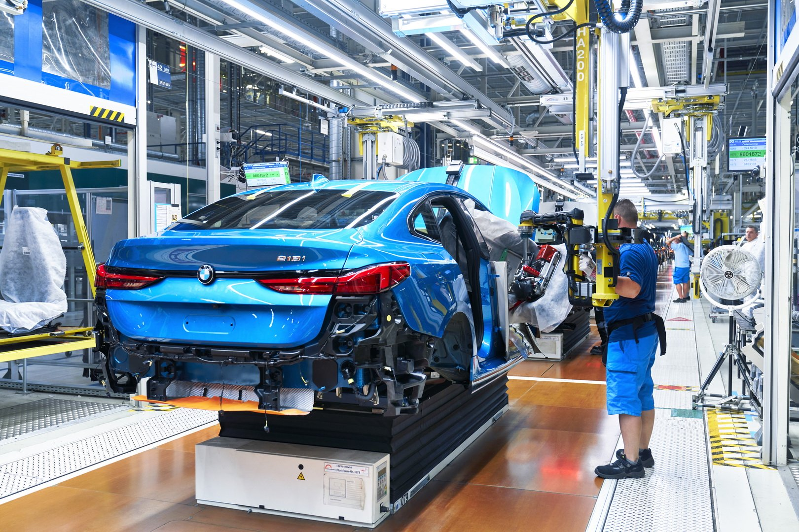2020-bmw-2-series-gran-coupe-production-leipzig-18