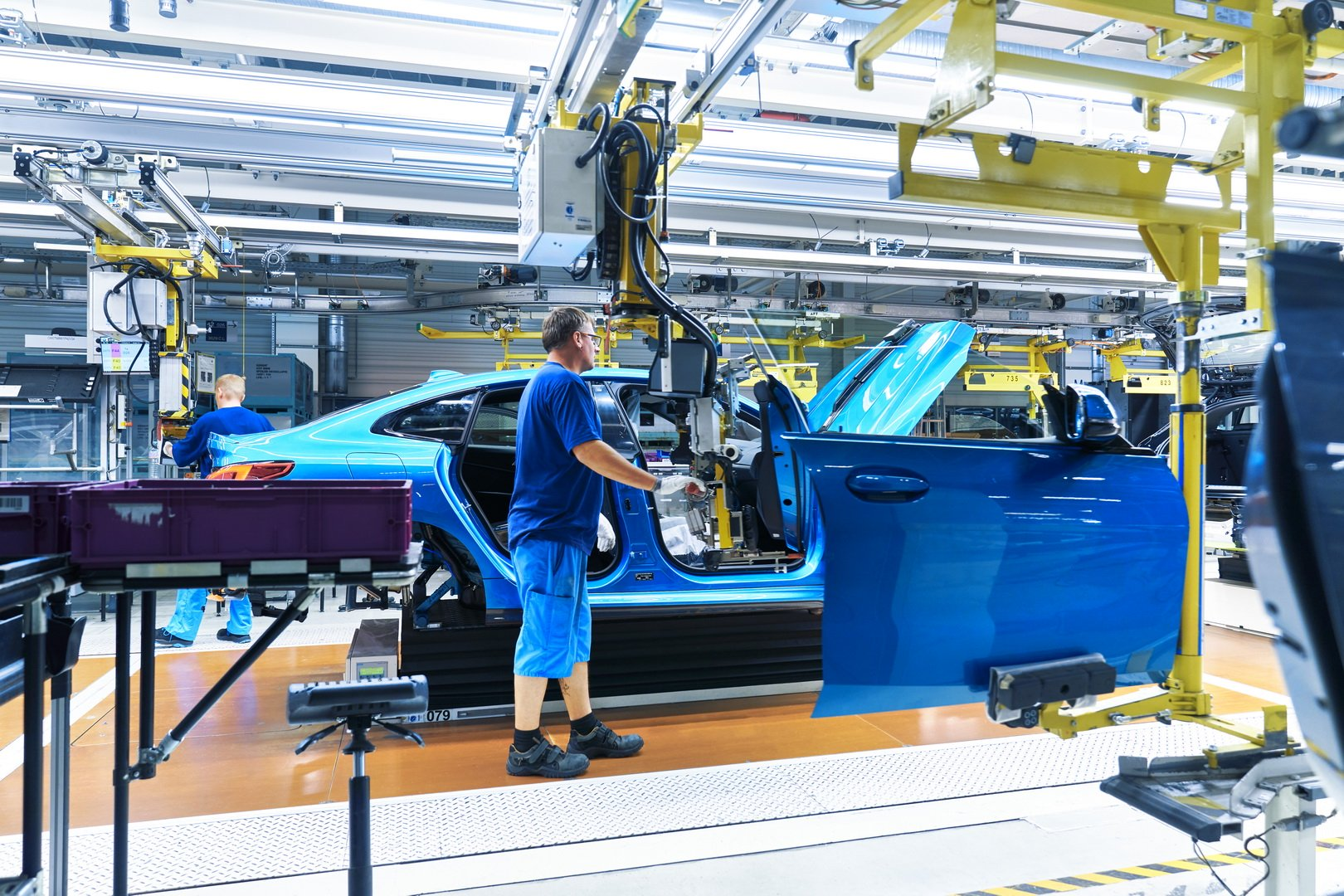 2020-bmw-2-series-gran-coupe-production-leipzig-19