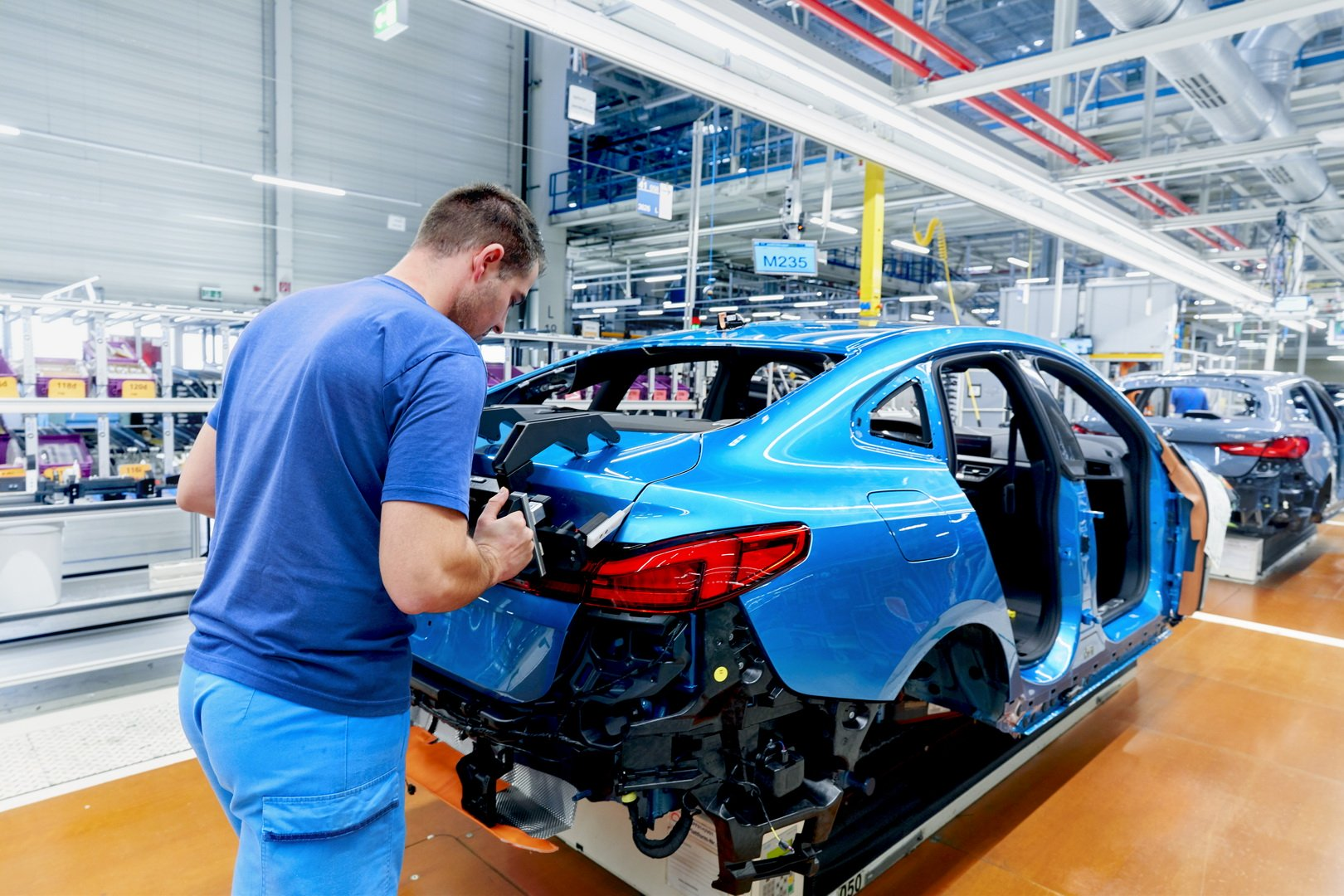 2020-bmw-2-series-gran-coupe-production-leipzig-27