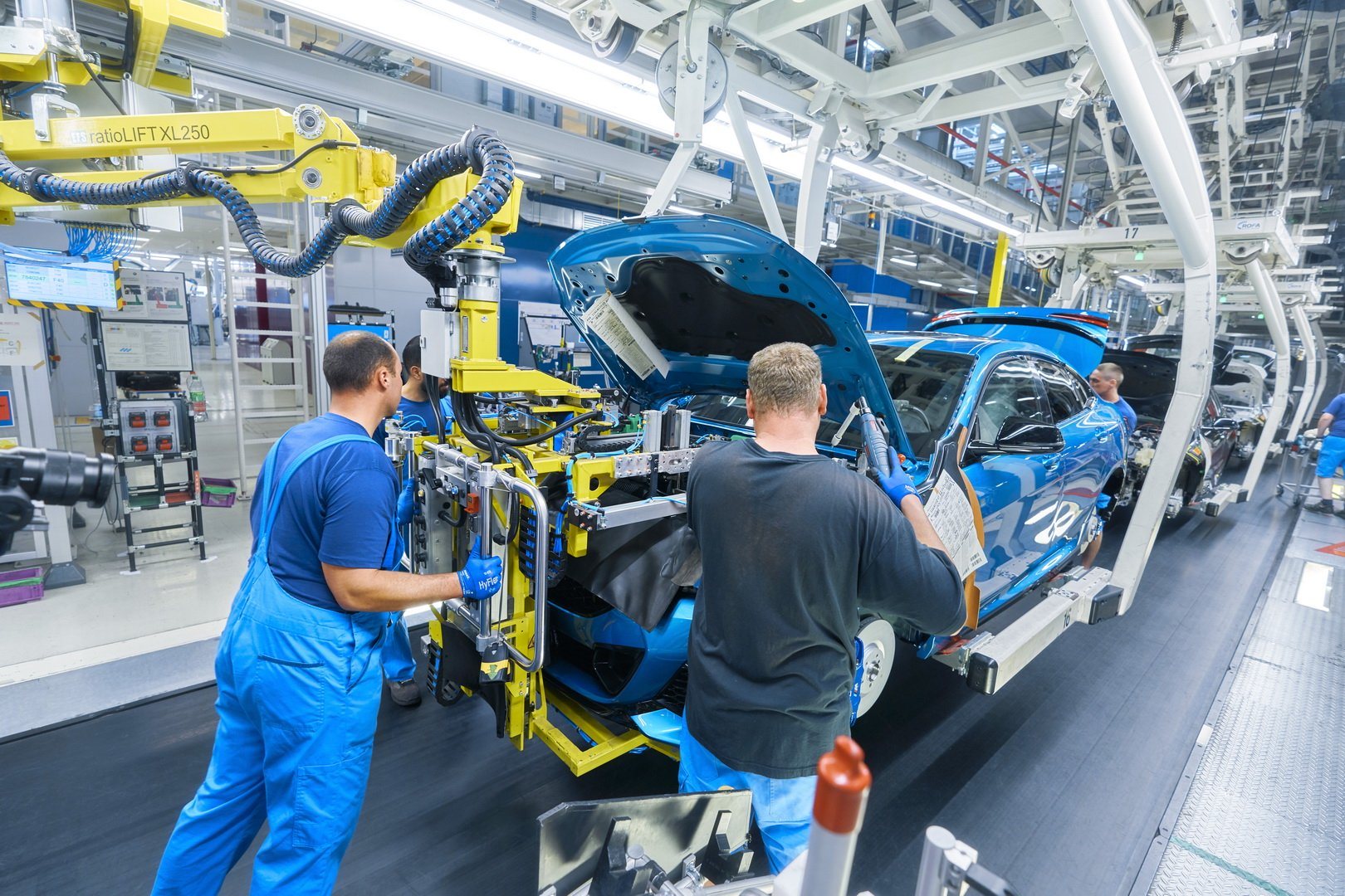 2020-bmw-2-series-gran-coupe-production-leipzig-7
