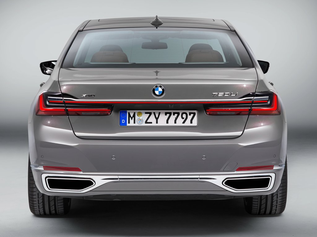 BMW 7-Series Facelift 2019 leaked photos (2)