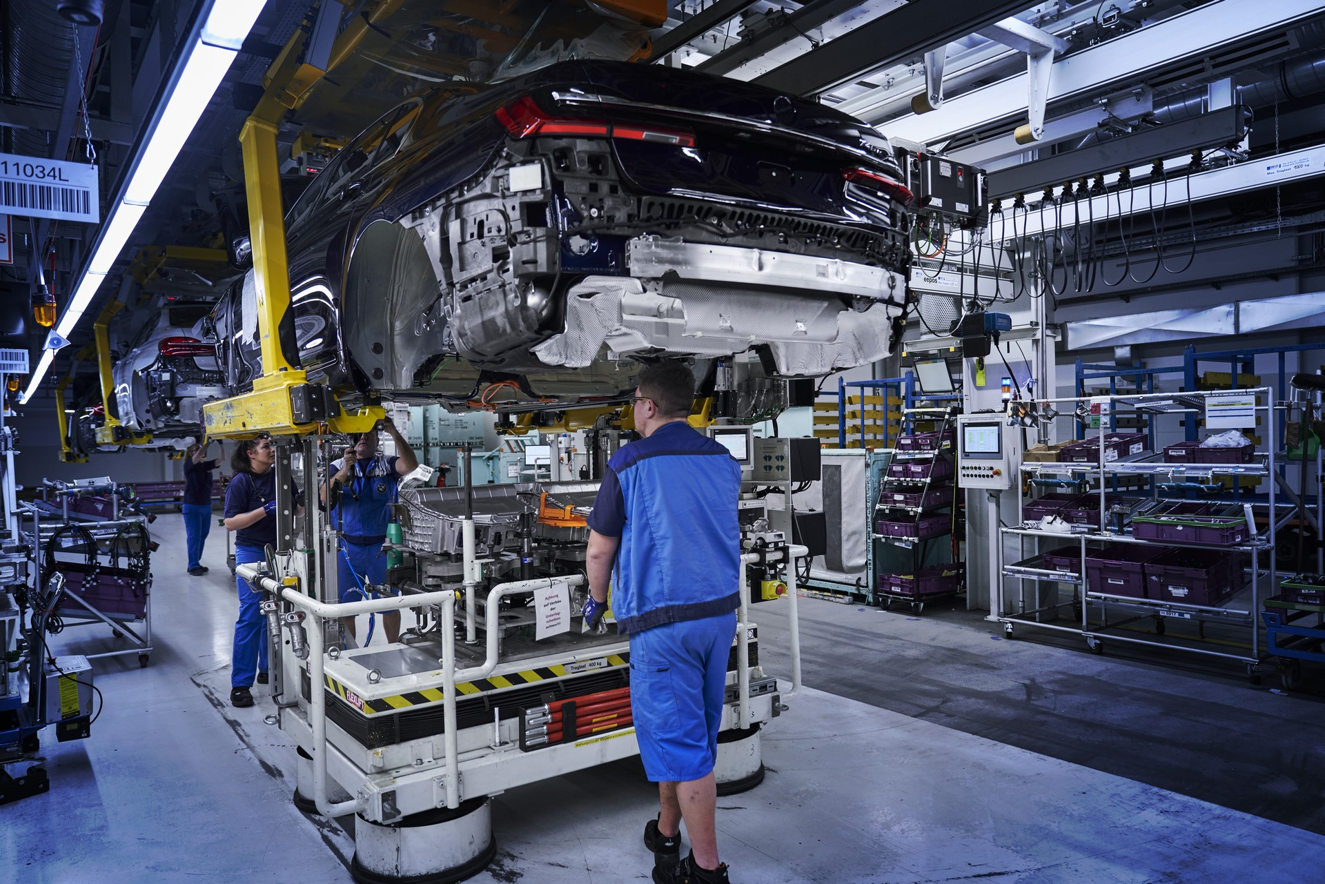 BMW 7-Series facelift production start plants (2)
