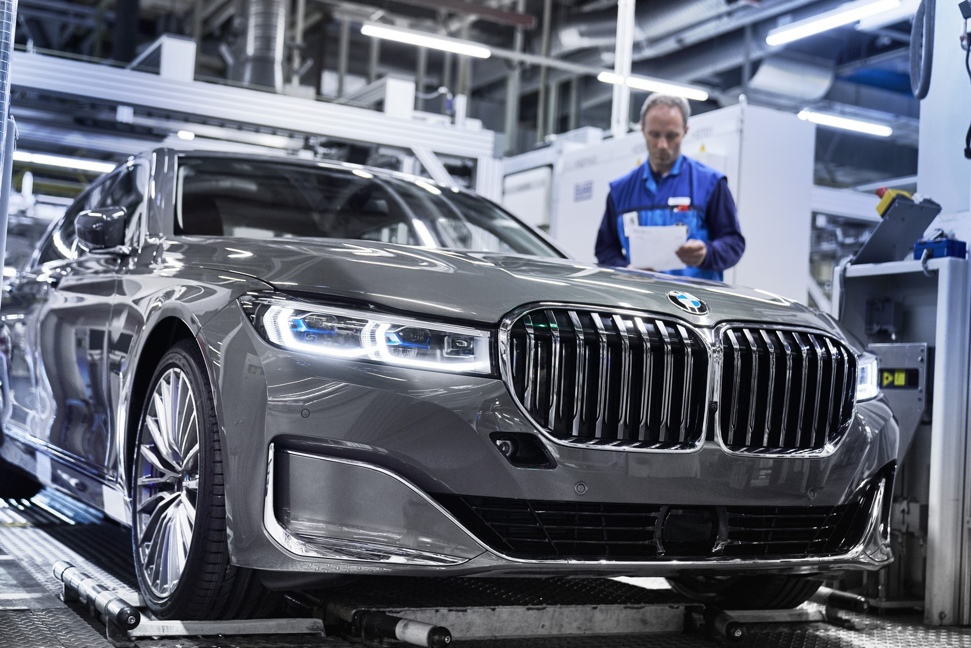 BMW 7-Series facelift production start plants (9)