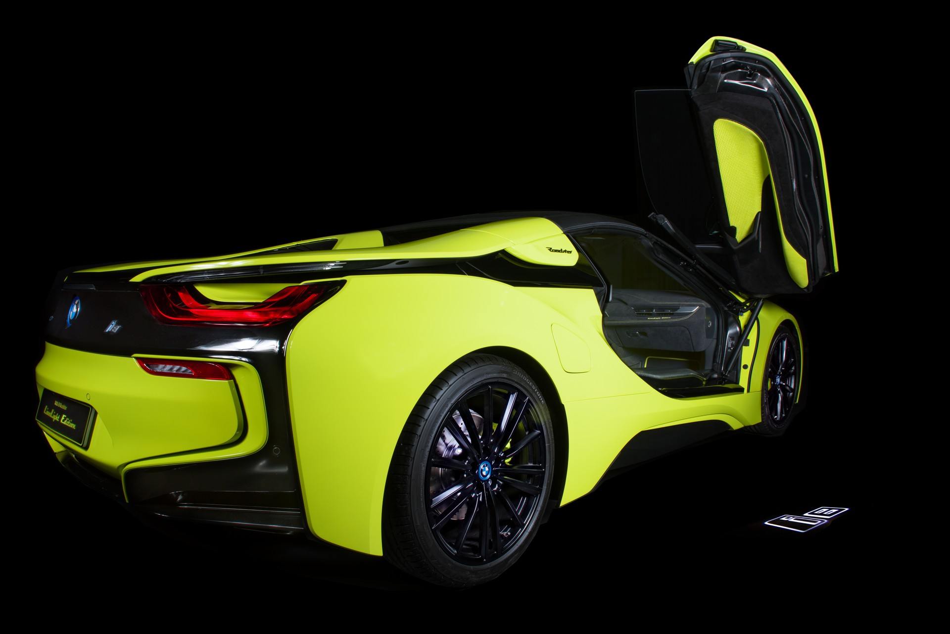 BMW-i8-Roadster-LimeLight-Edition-16