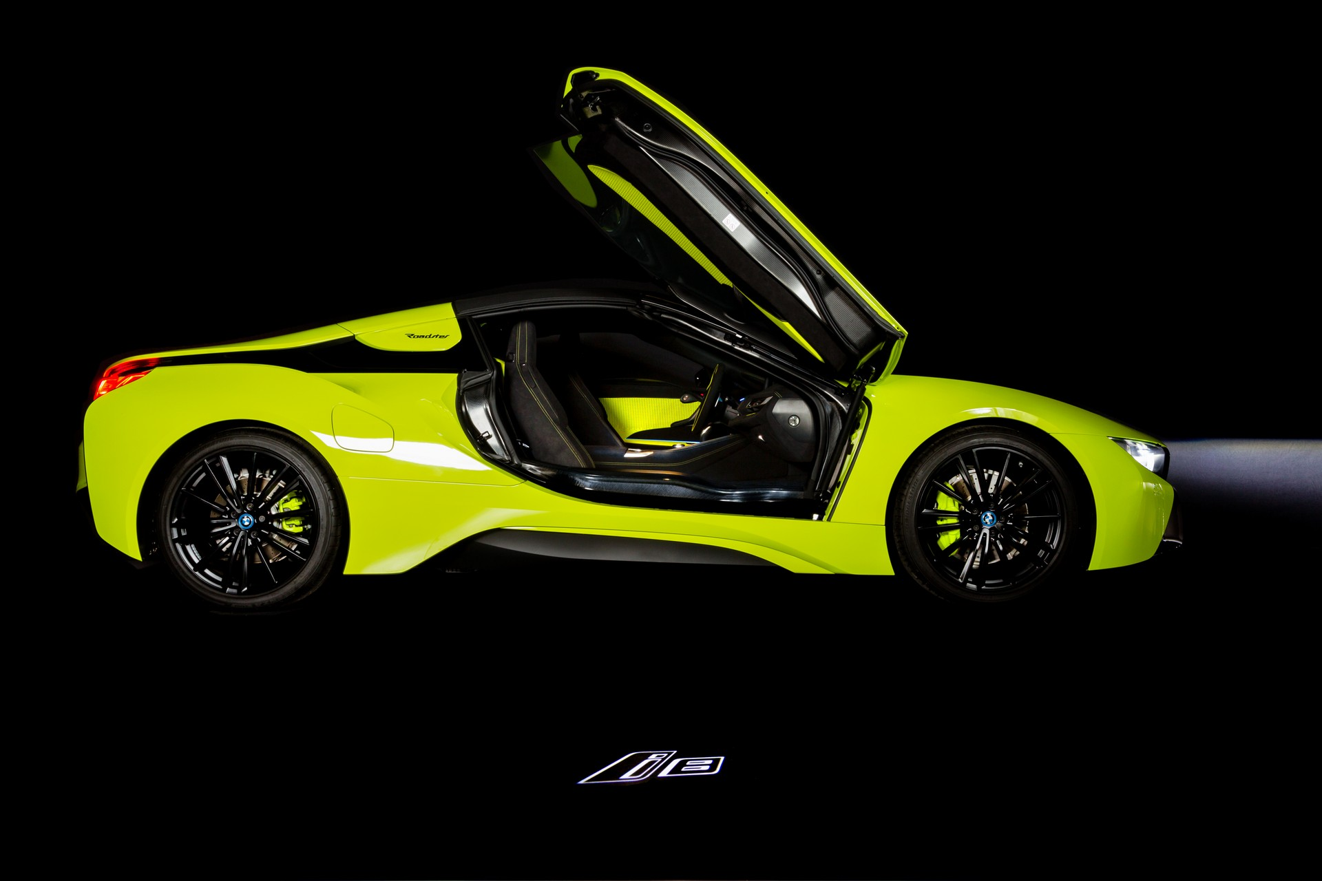 BMW-i8-Roadster-LimeLight-Edition-2