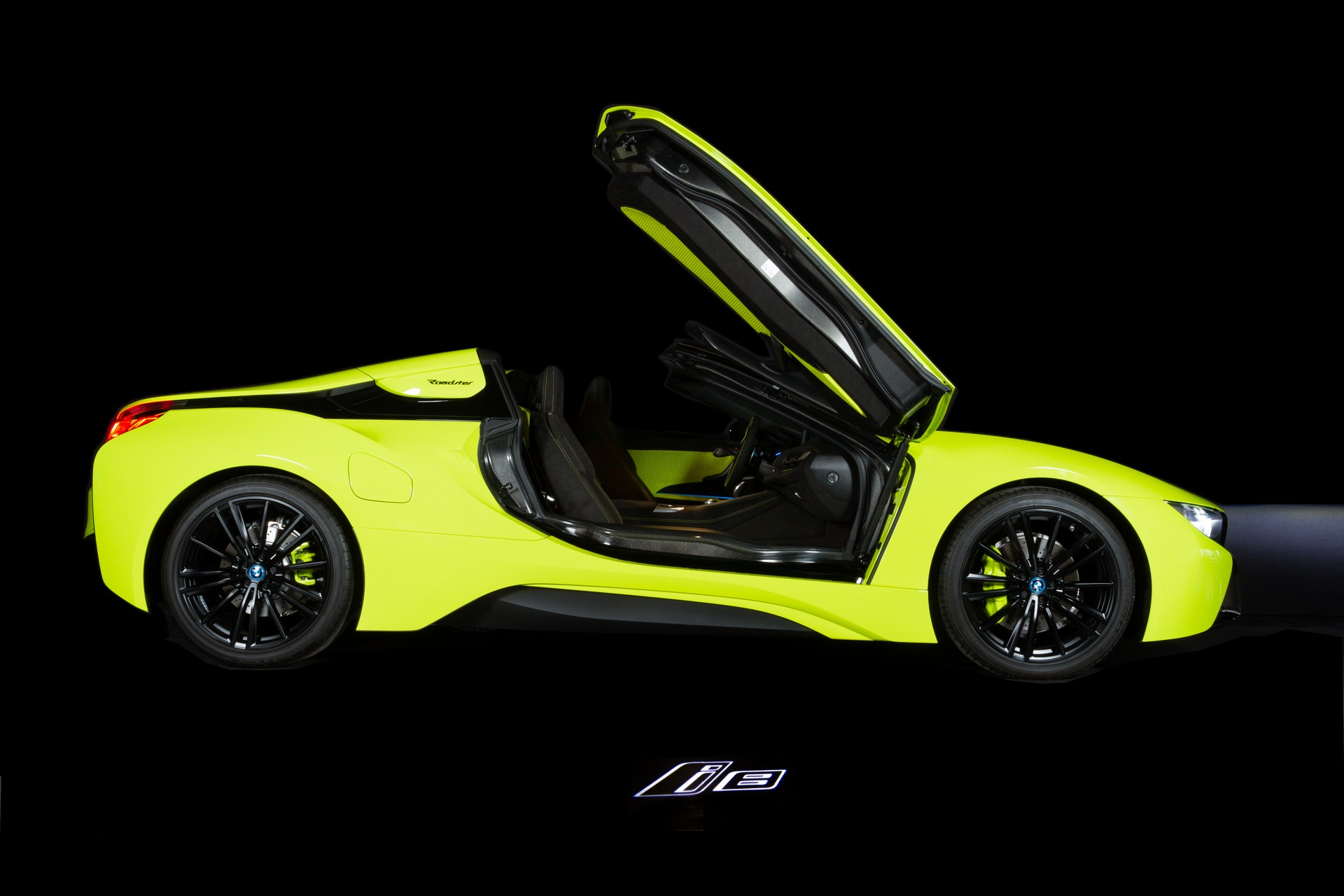 BMW-i8-Roadster-LimeLight-Edition-3