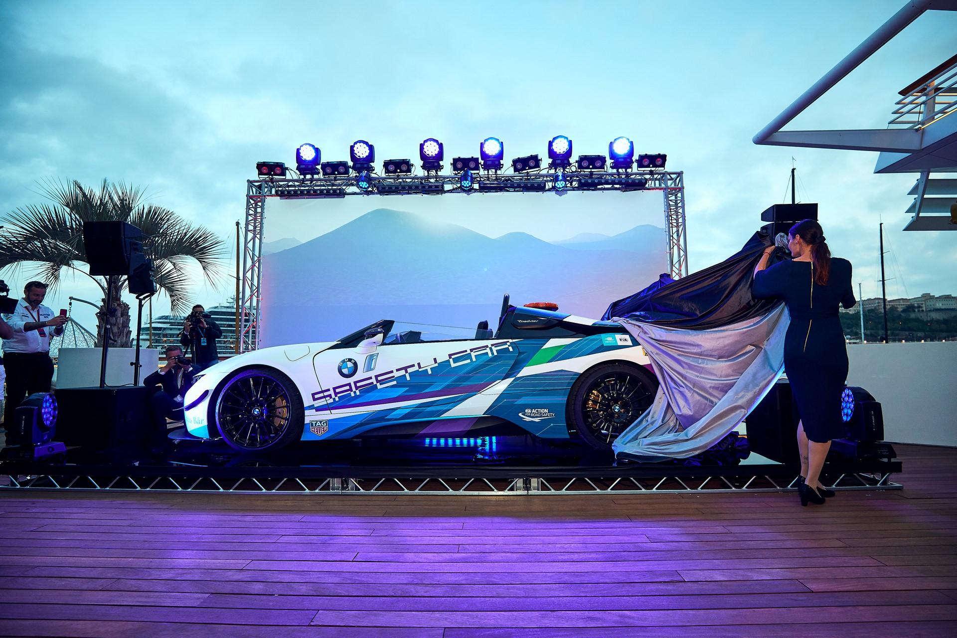 BMW-i8-Speedster-Formula-E-Safety-Car-10