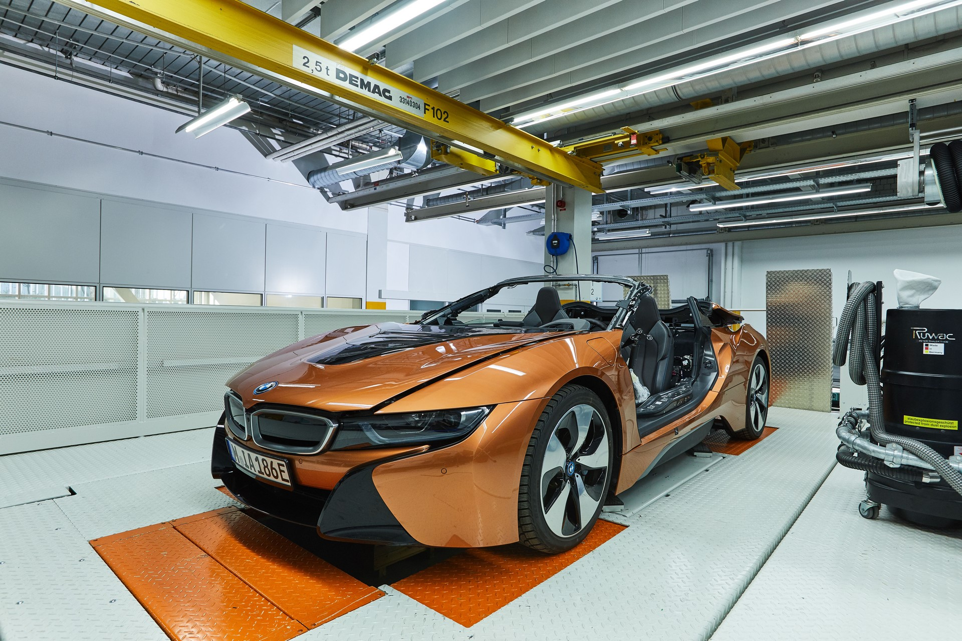 BMW-i8-Speedster-Formula-E-Safety-Car-36