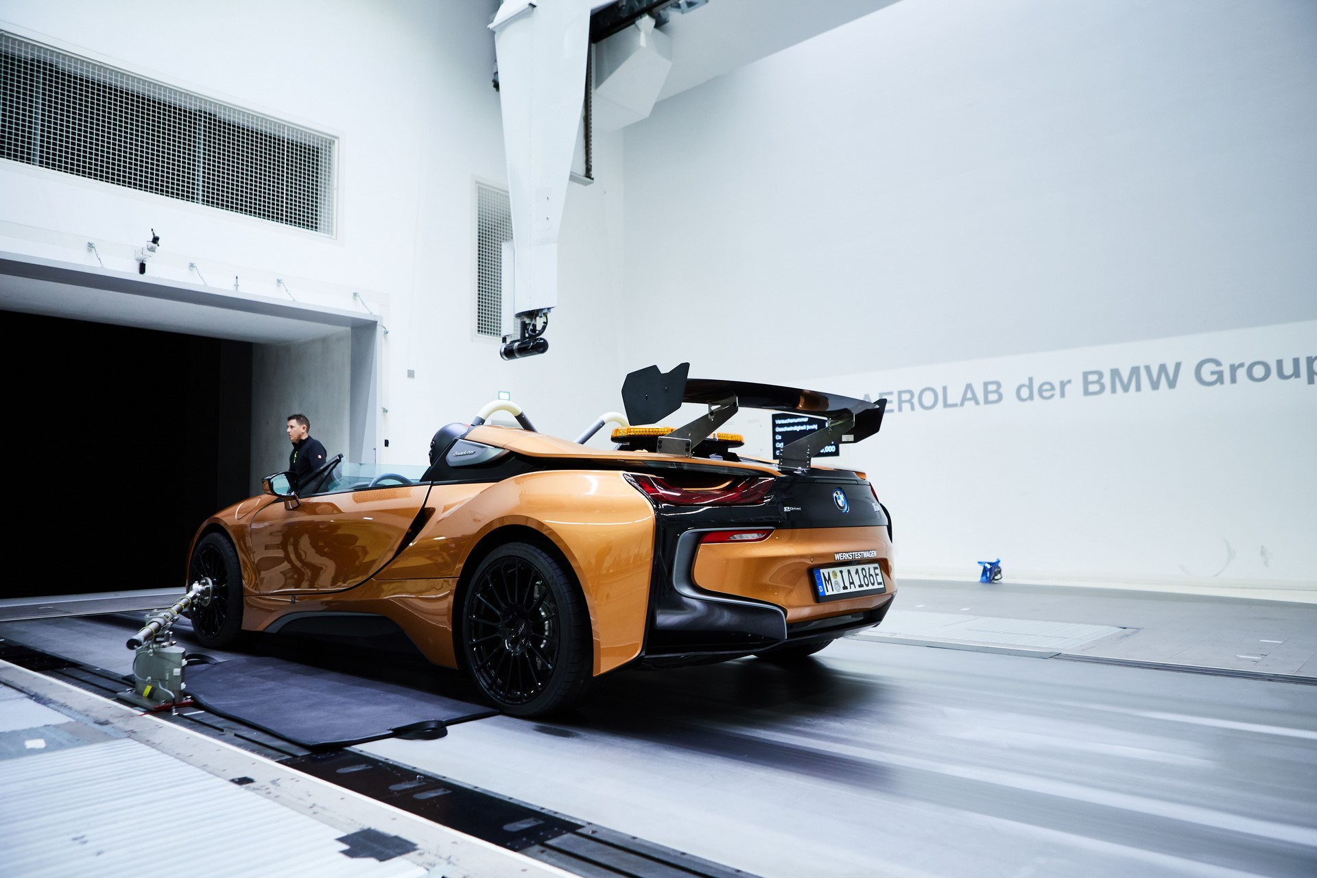 BMW-i8-Speedster-Formula-E-Safety-Car-45