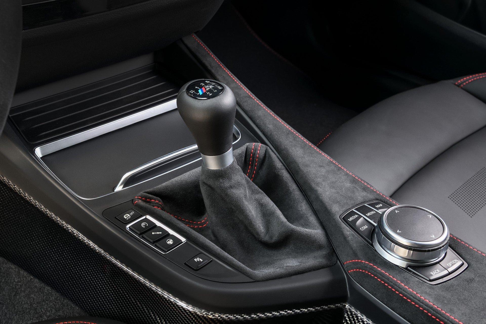 BMW-M2-CS-2020-15