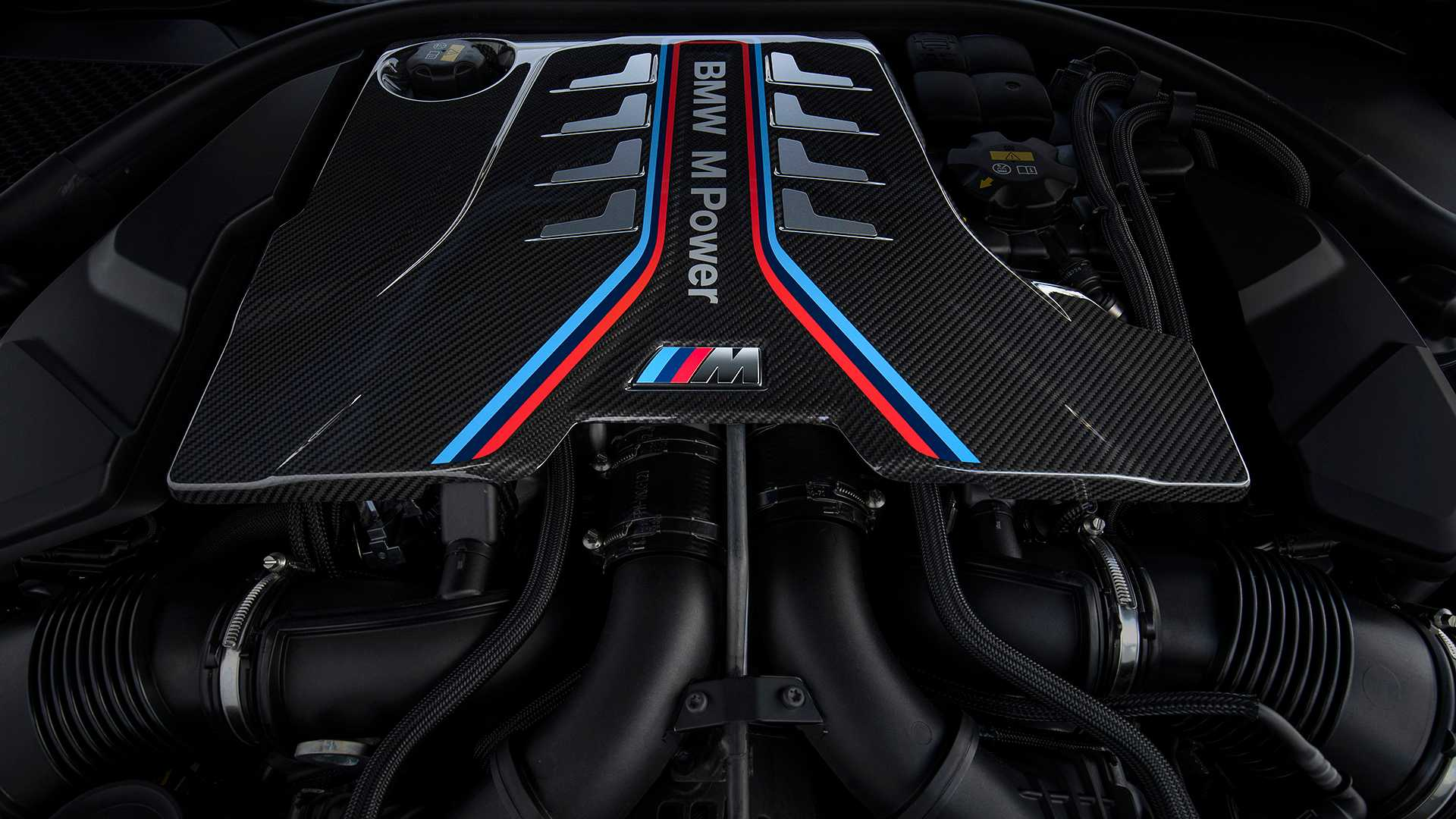 2019-bmw-m8-coupe-24