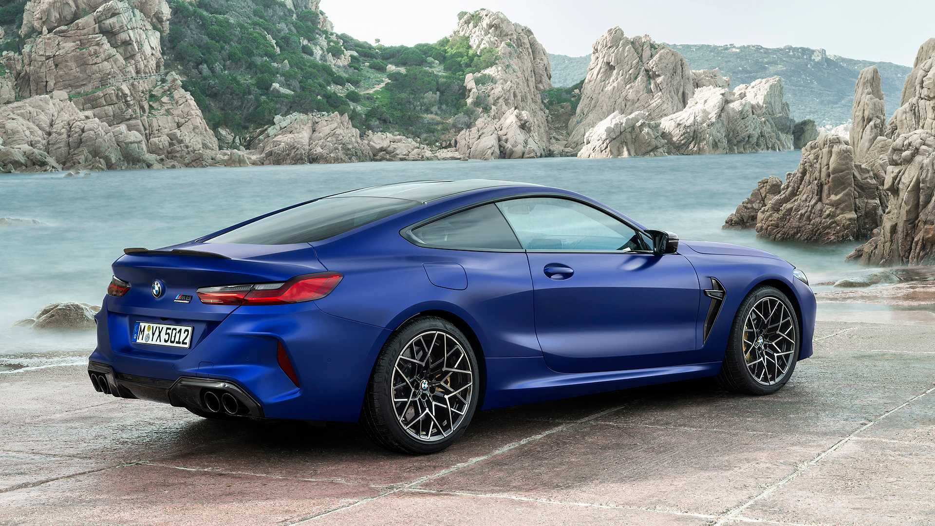 2019-bmw-m8-coupe-27