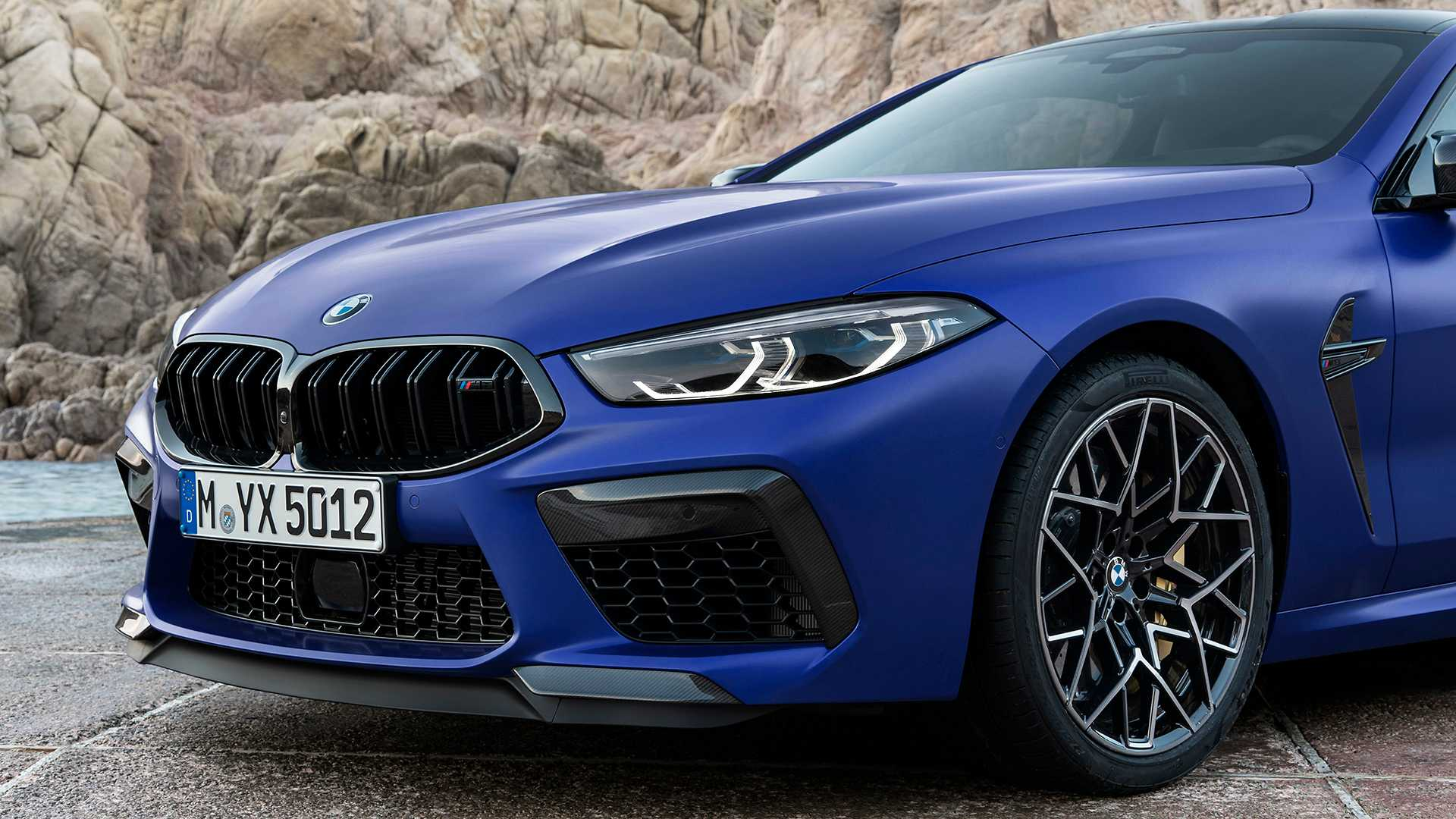 2019-bmw-m8-coupe-30