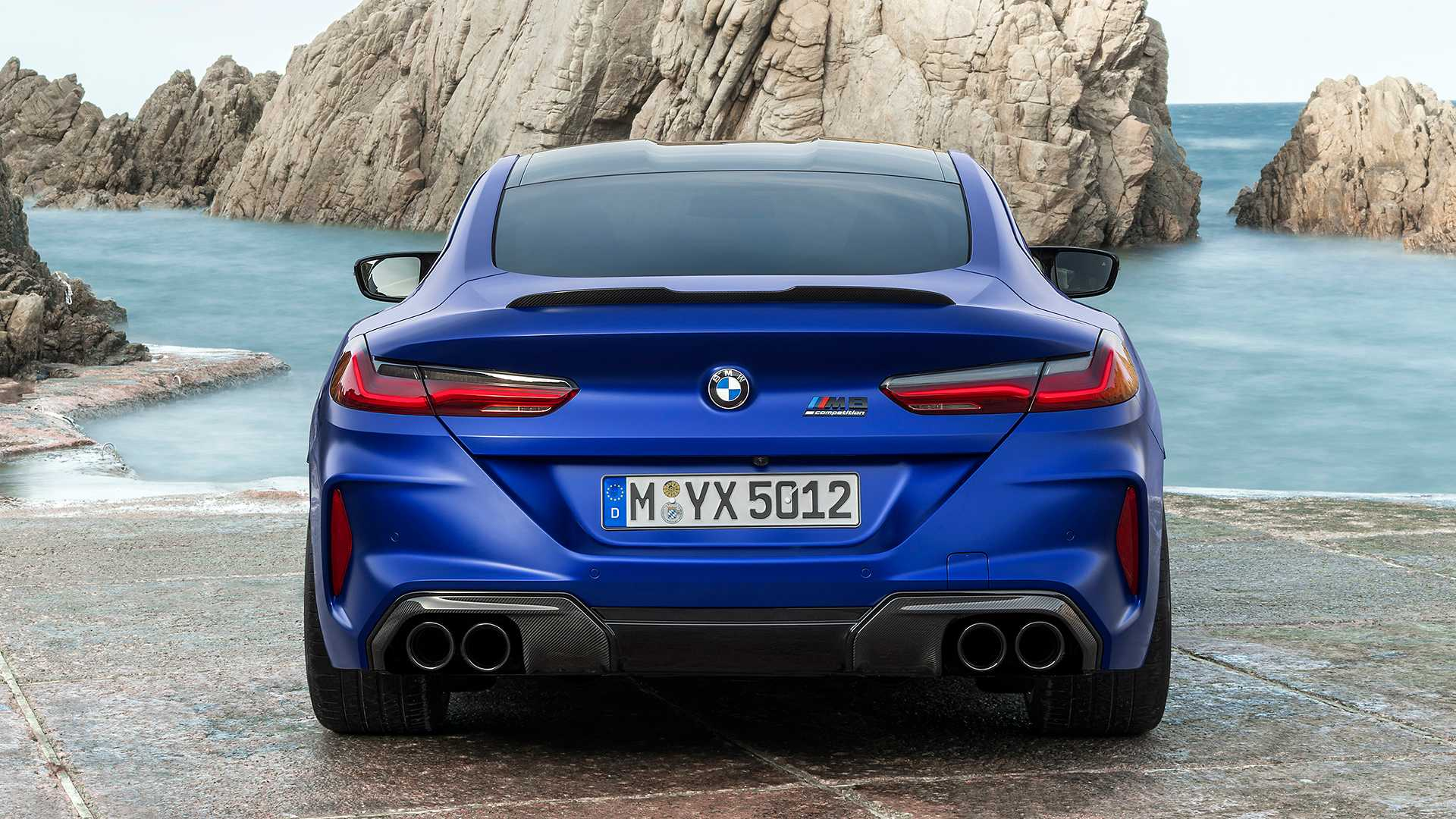 2019-bmw-m8-coupe-32