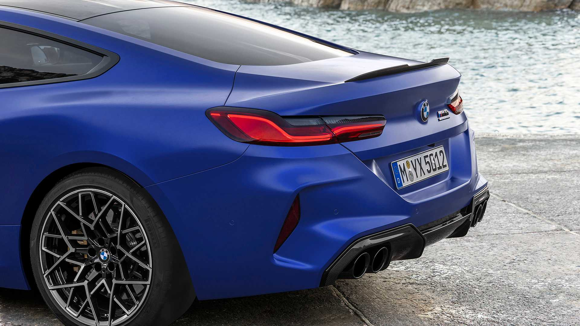 2019-bmw-m8-coupe-33